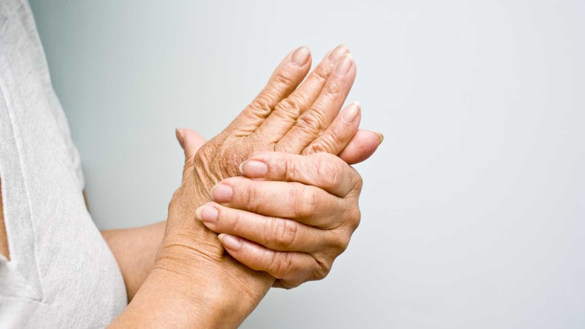 Dieta mediterrânea pode aliviar sintomas da artrite, diz estudo