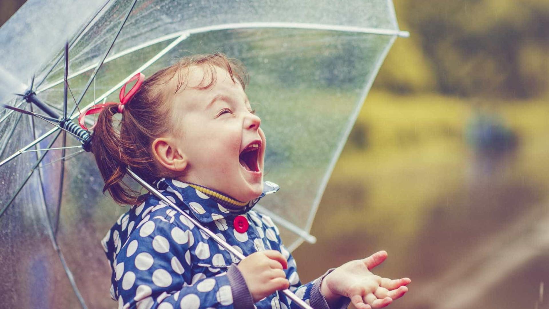 5 bons motivos para tomar banho de chuva