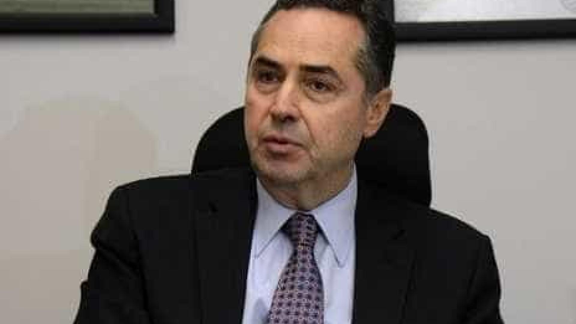 Barroso justifica buscas contra líder do governo: 'indícios de crimes'