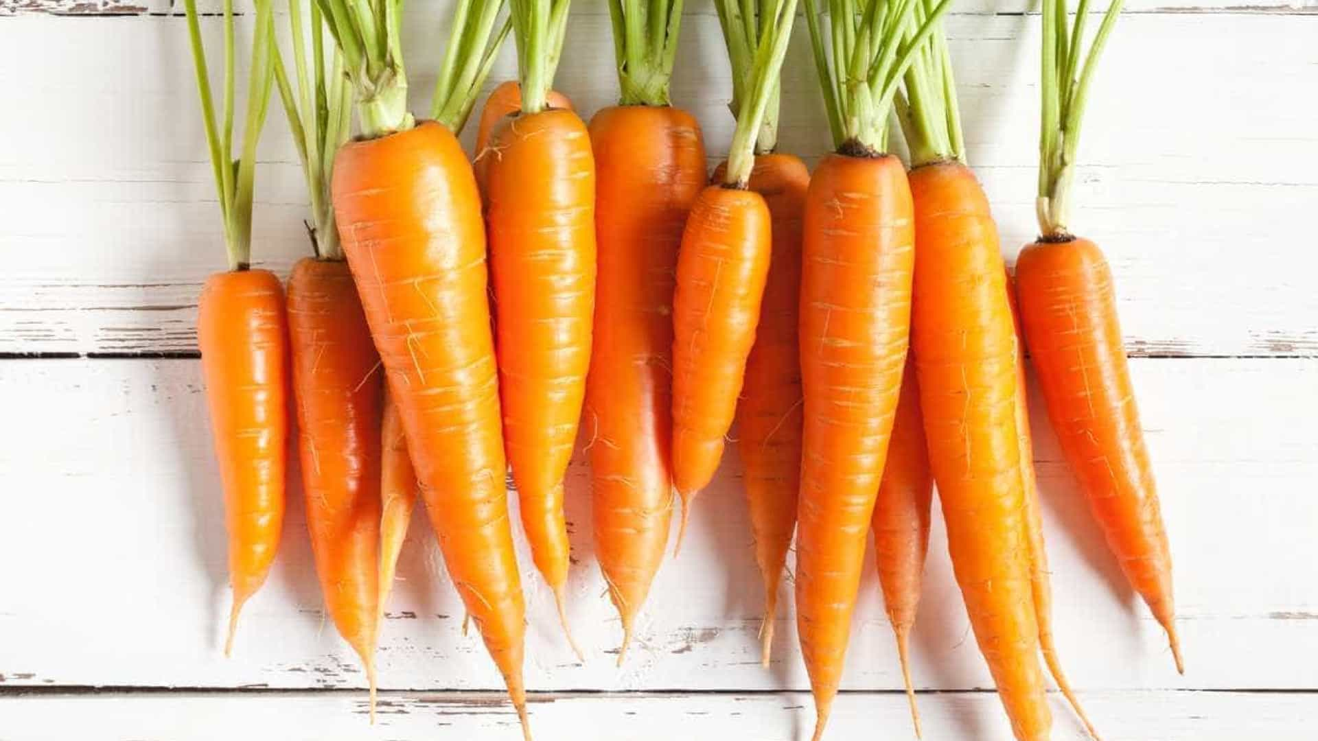 Cenoura, couve e batata-doce podem  prevenir demência, diz estudo