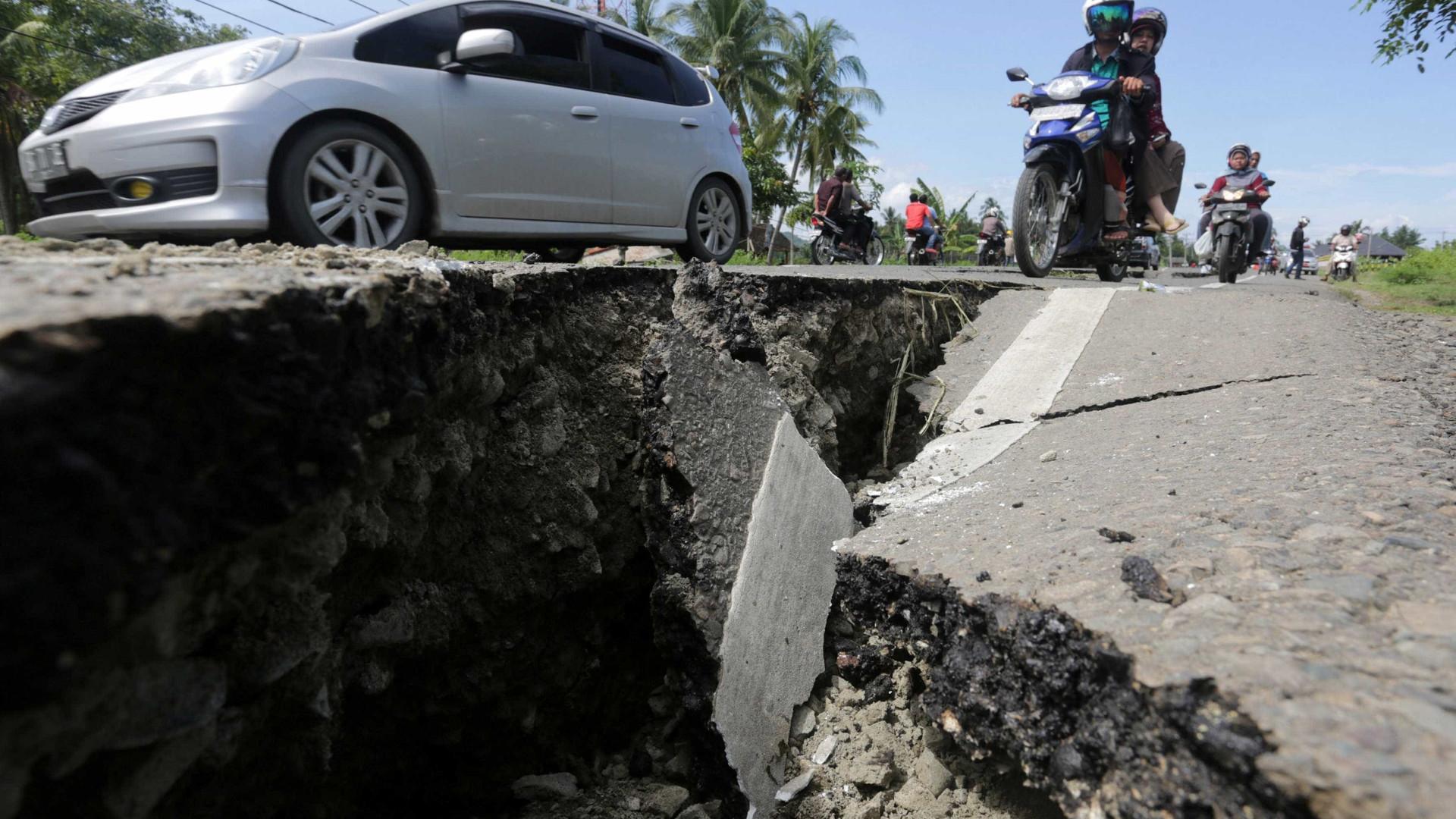 Forte terremoto de magnitude 5.3 abala Atenas
