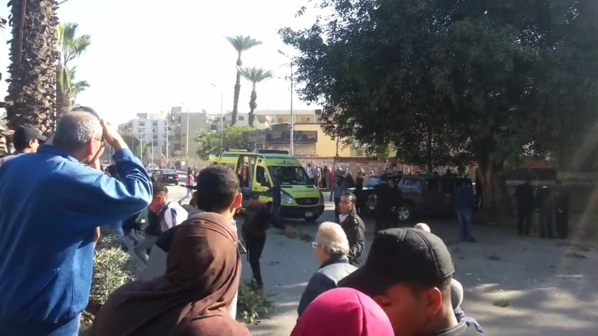 Bomba explode no Cairo e mata seis policiais; veja