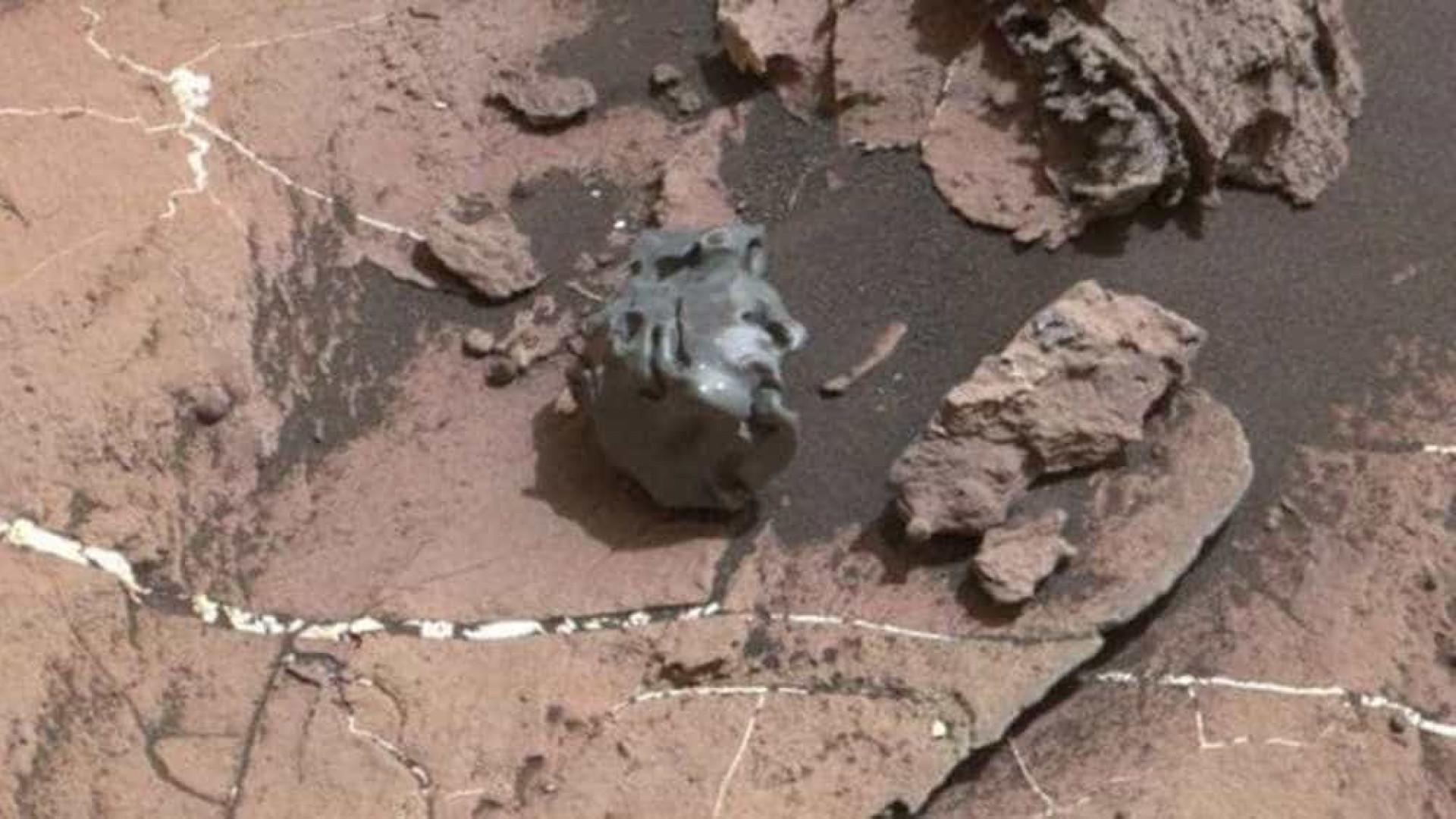 Nasa encontra estranho objeto na superfície de Marte