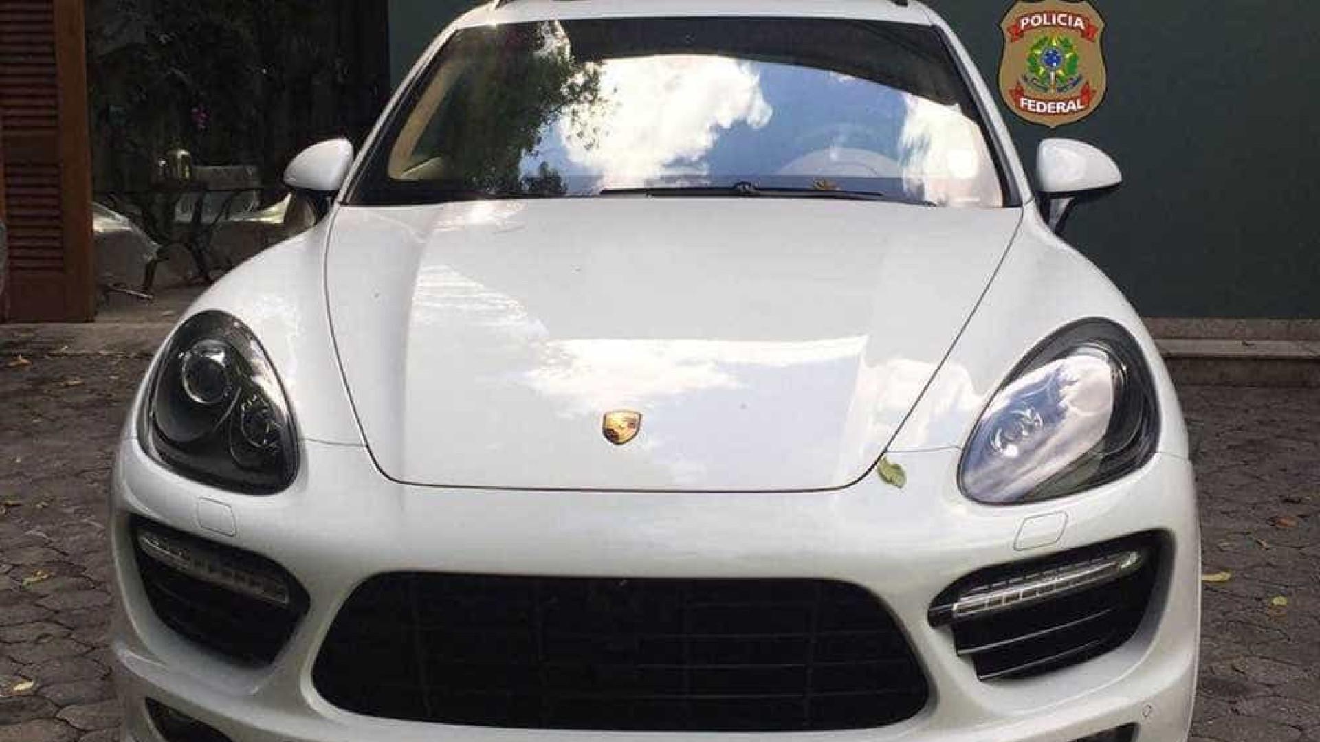 Lamborghini exclusiva do Papa é leiloada por R$ 3 milhões