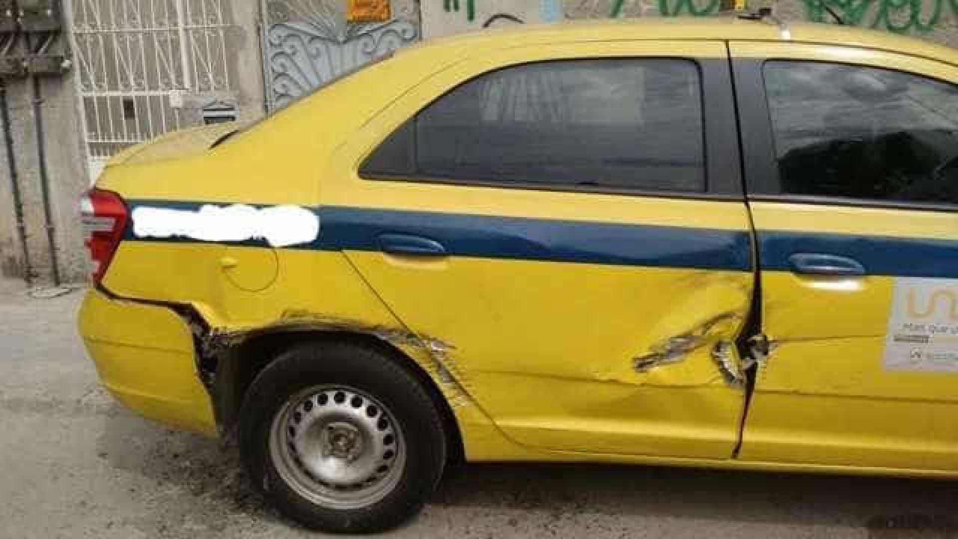 Blindados da PM danificam casas e carros em favela do Rio