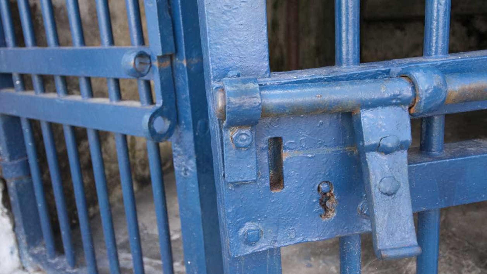 Justiça revoga liminar que permitia soltar presos com mais de 60 anos
