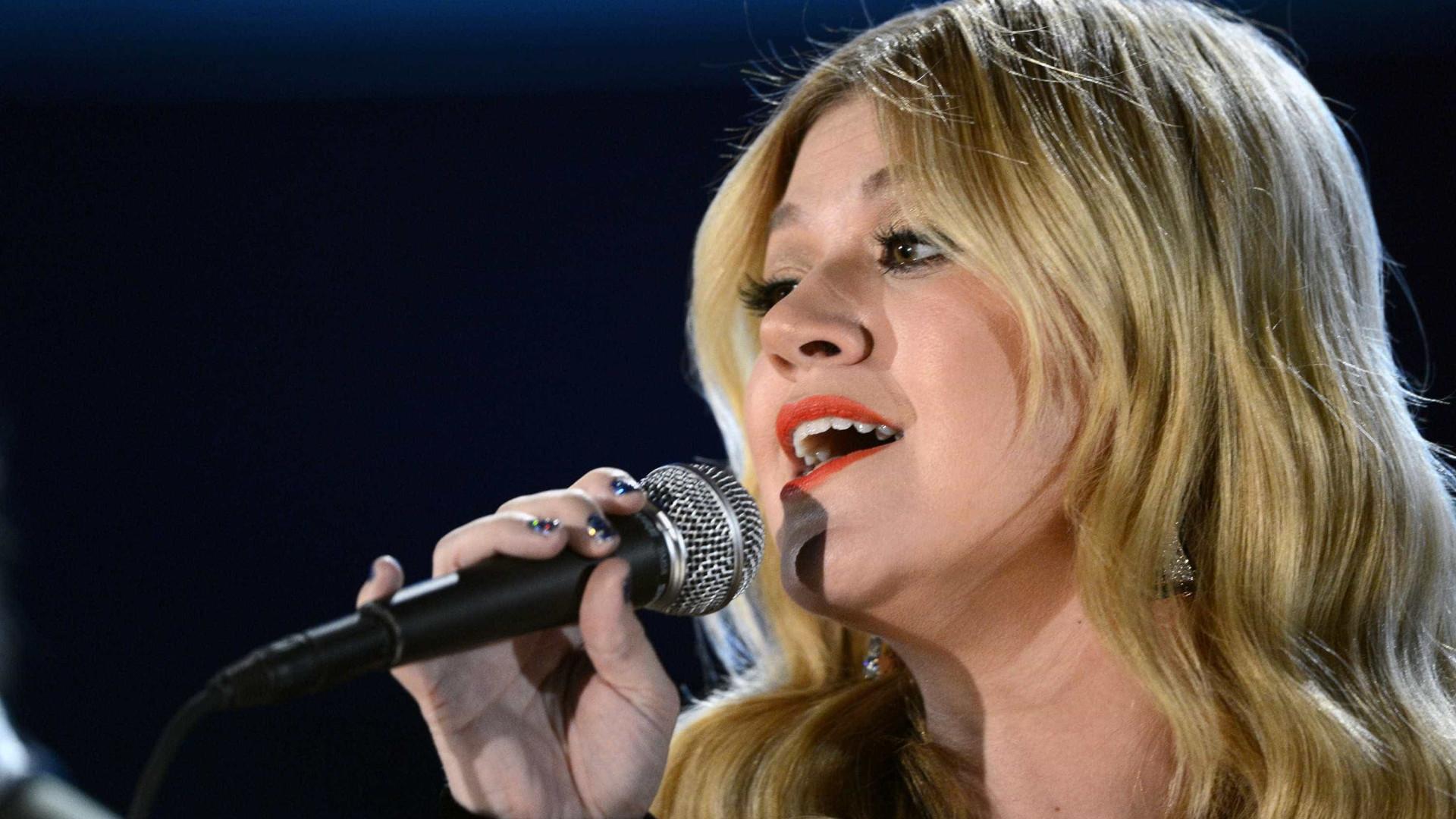 Kelly Clarkson pode ter de pagar mais de R$ 2 milhões mensais ao ex após divórcio