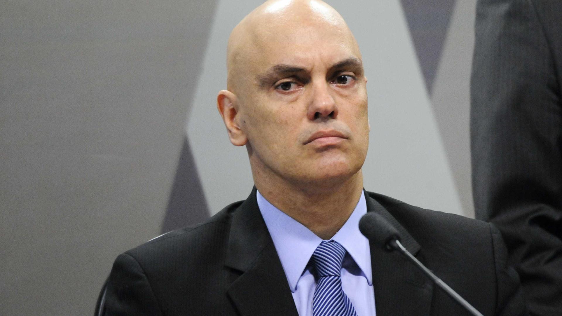 Alexandre suspende portaria de Bolsonaro que dificulta rastreio de armas