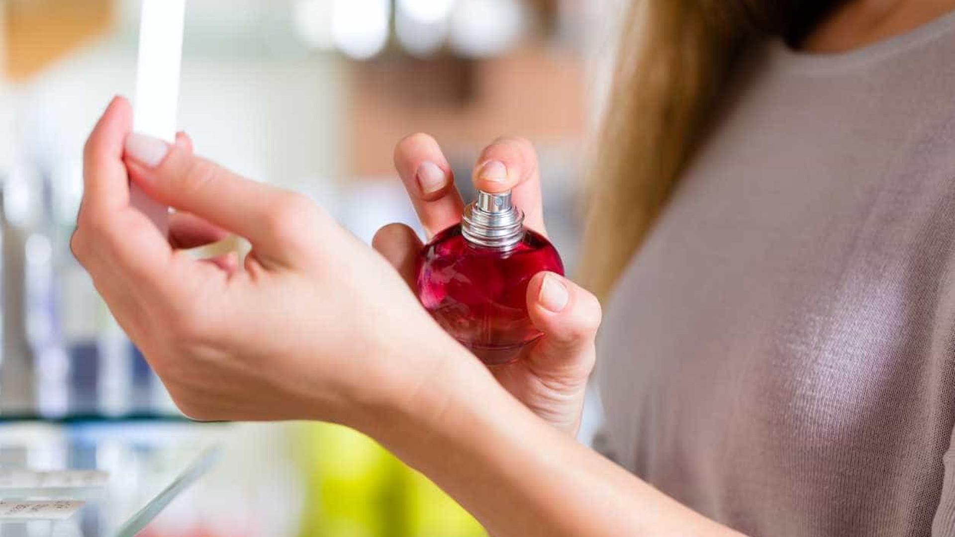 Aplicar perfume: Quatro dicas para a duração do aroma