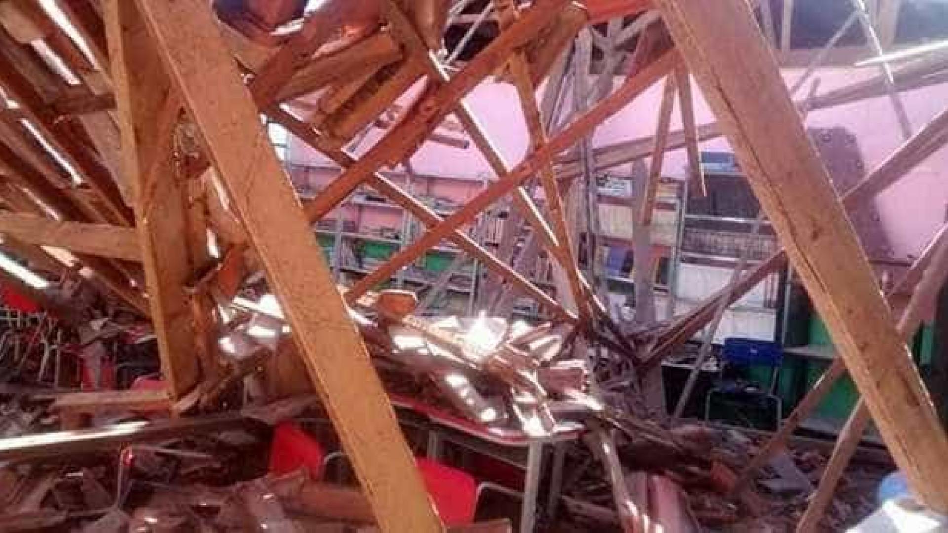 Telhado de escola desaba e alunos ficam sem aulas no Tocantins