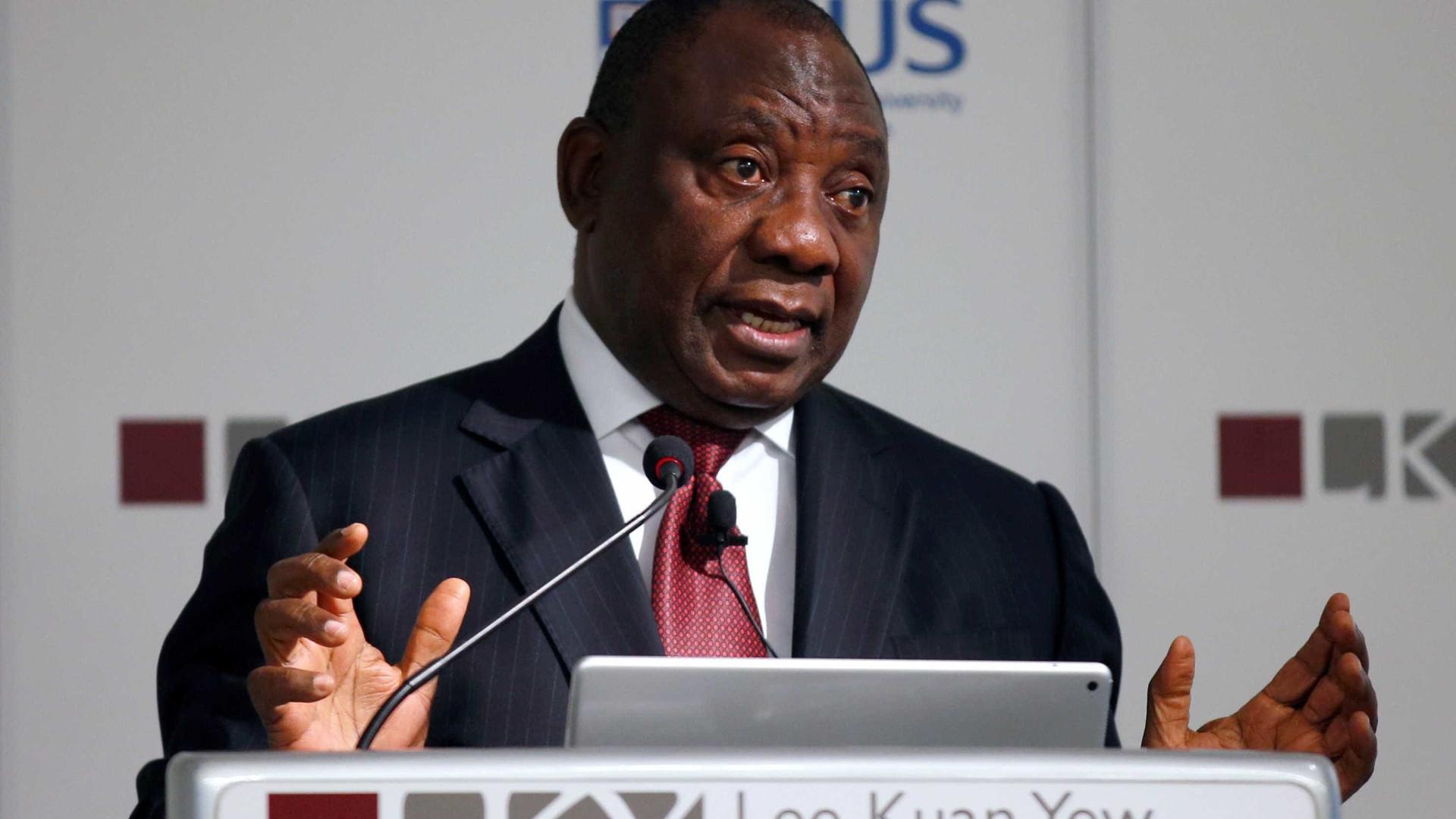 Presidente decreta confinamento nacional por 21 dias na África do Sul