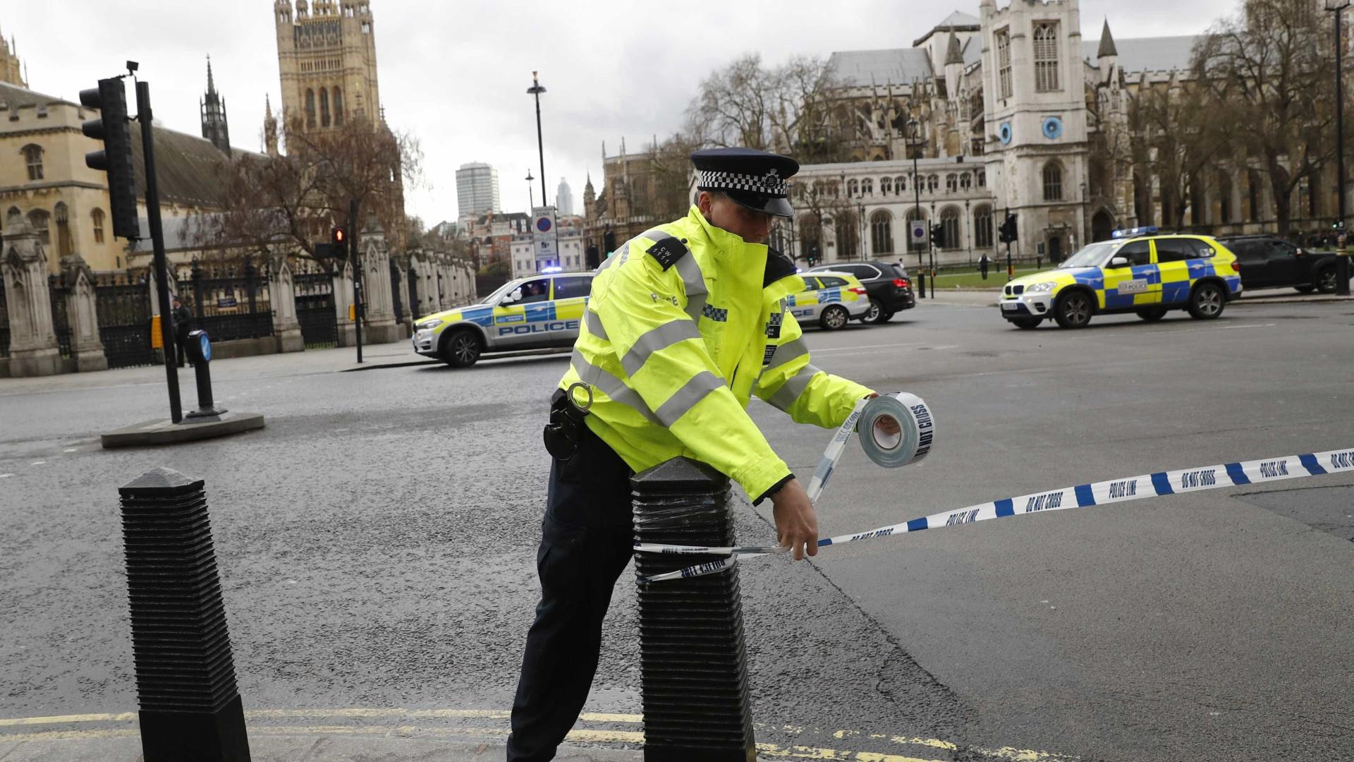 Três homens esfaqueados até à morte em Londres