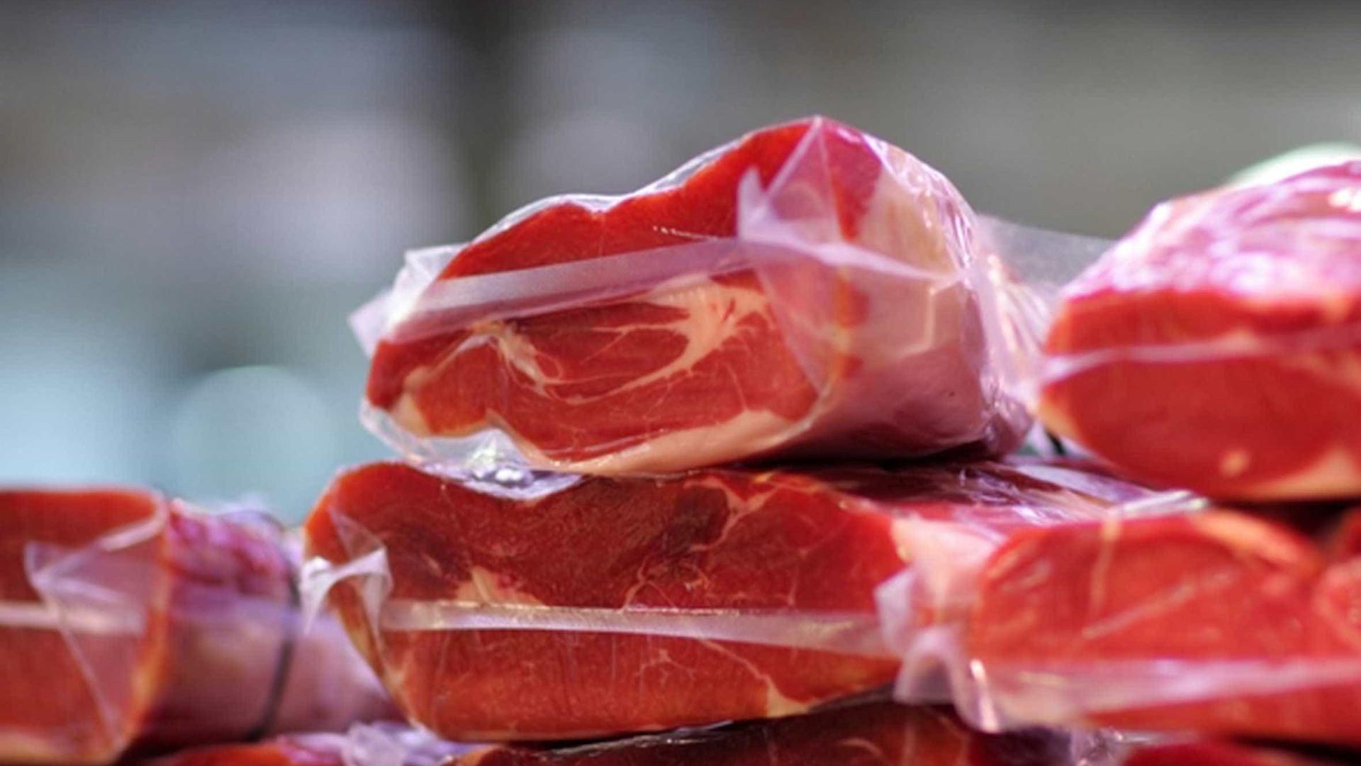 China confirma suspensão de exportação de carne suína da BRF e da JBS