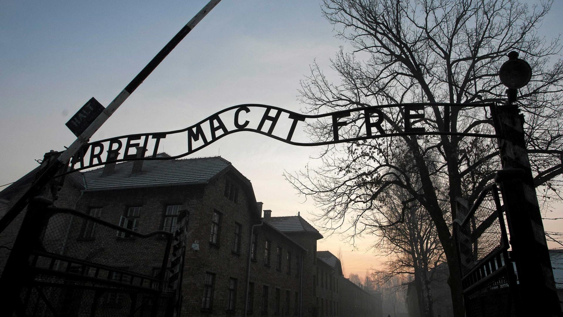 Série da Amazon criticada por alterar fatos relacionados com Auschwitz