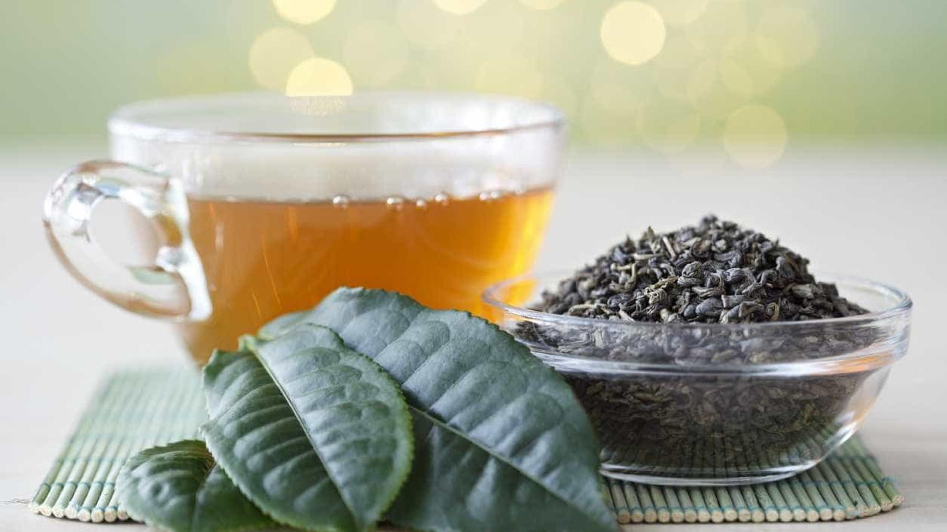 Beber chá diariamente pode reduzir risco de Alzheimer, aponta estudo