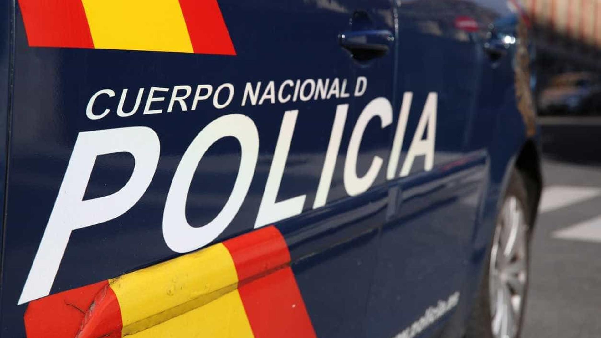 Polícia deteve três homens que estavam fechados num bar em Málaga