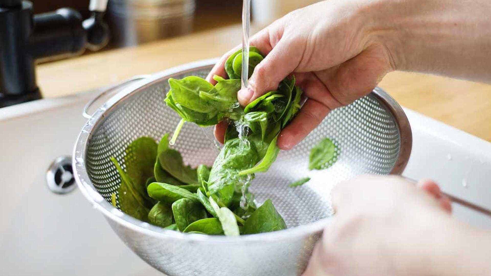 Comece a comer espinafres e veja três super efeitos positivos no corpo