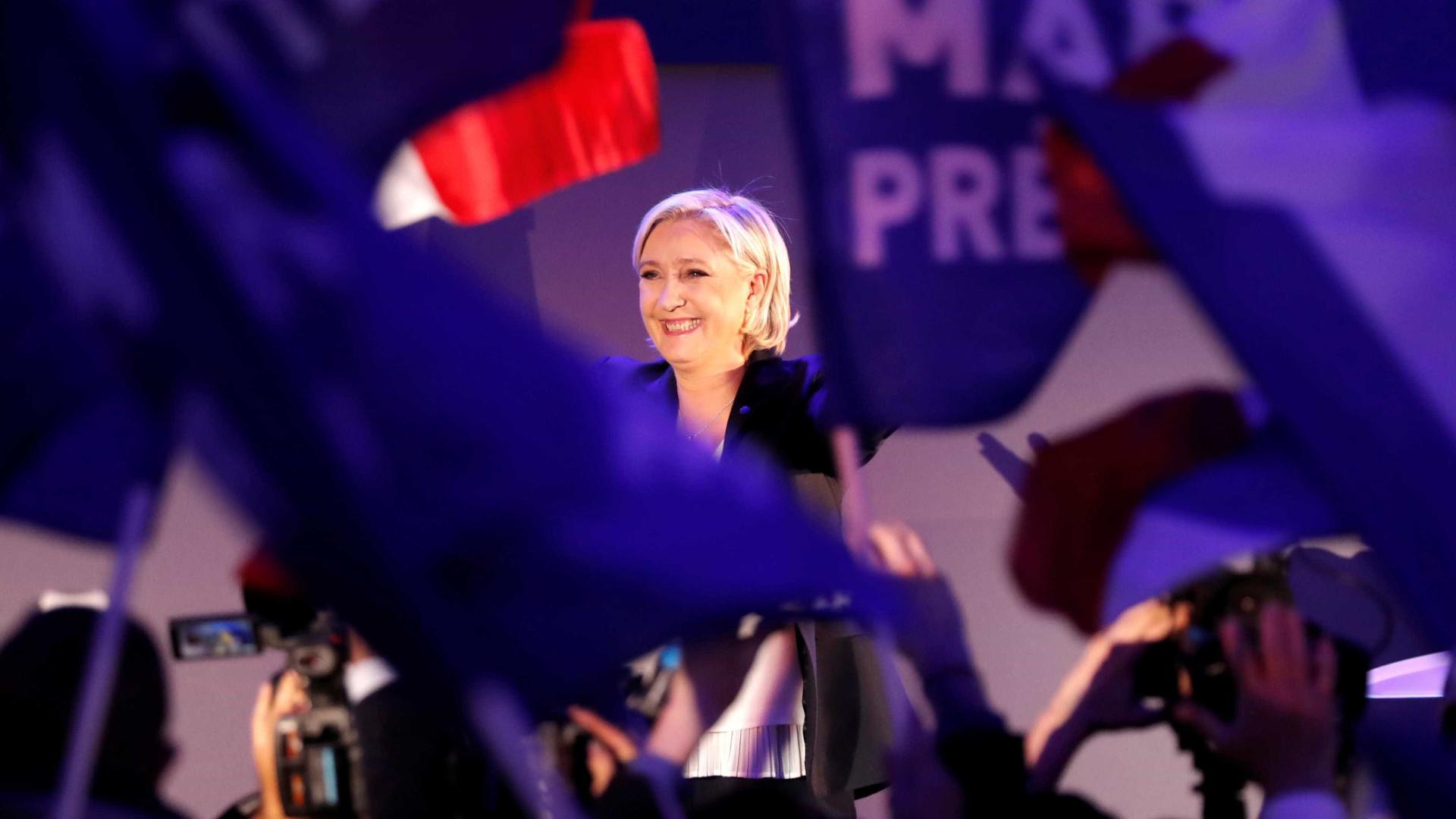 Le Pen anuncia saída do comando  da Frente Nacional