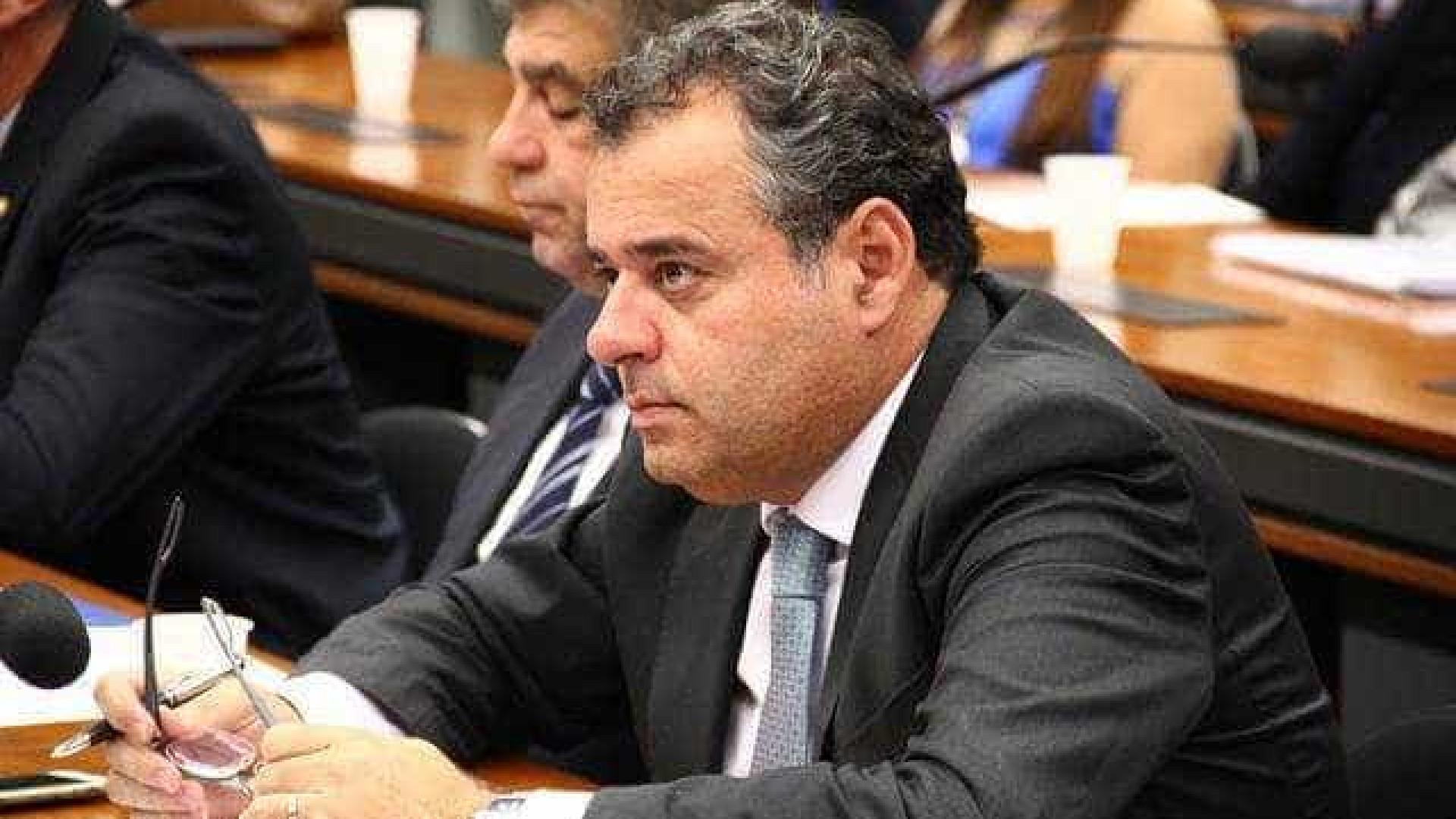 Bancada do PSB descumpre decisão  e racha na reforma