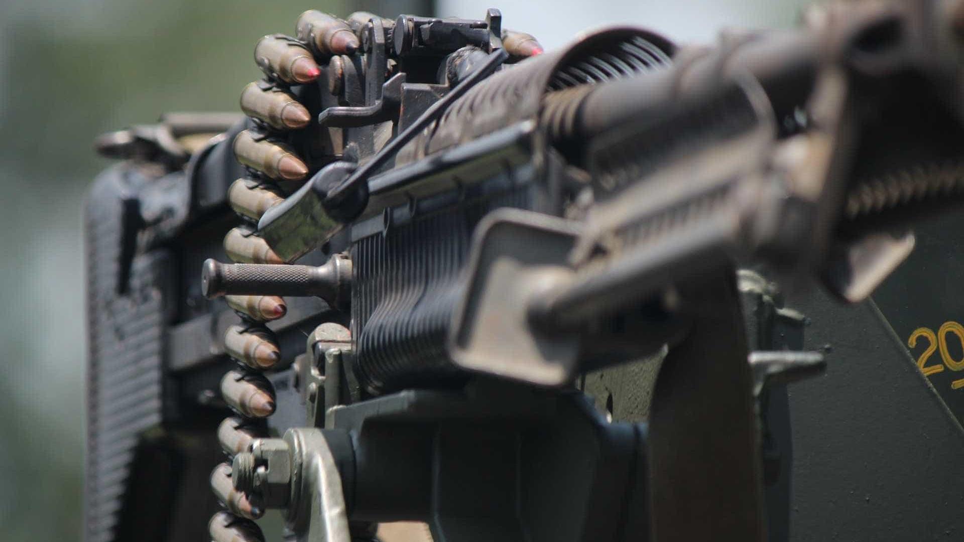 Armas de quartéis abastecem facções