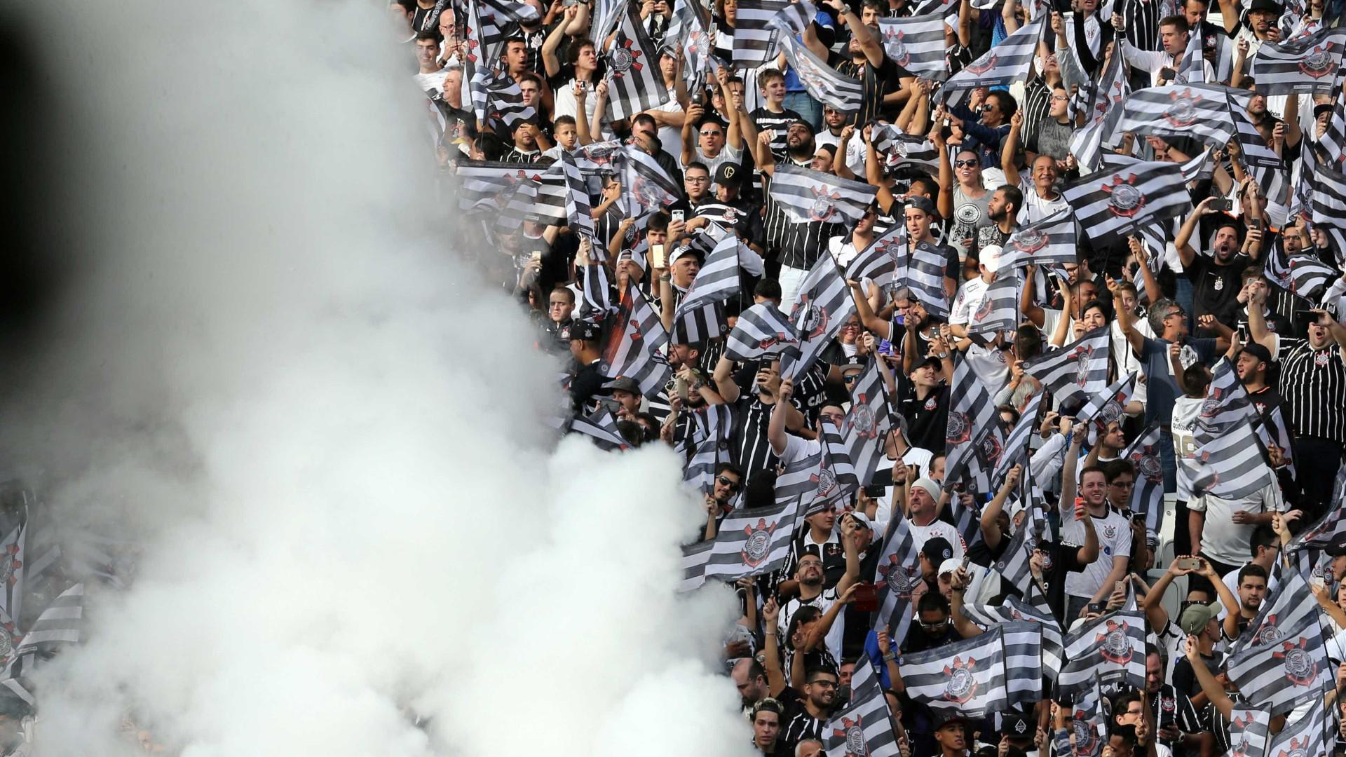 Corinthians e Flamengo vivem situações financeiras opostas