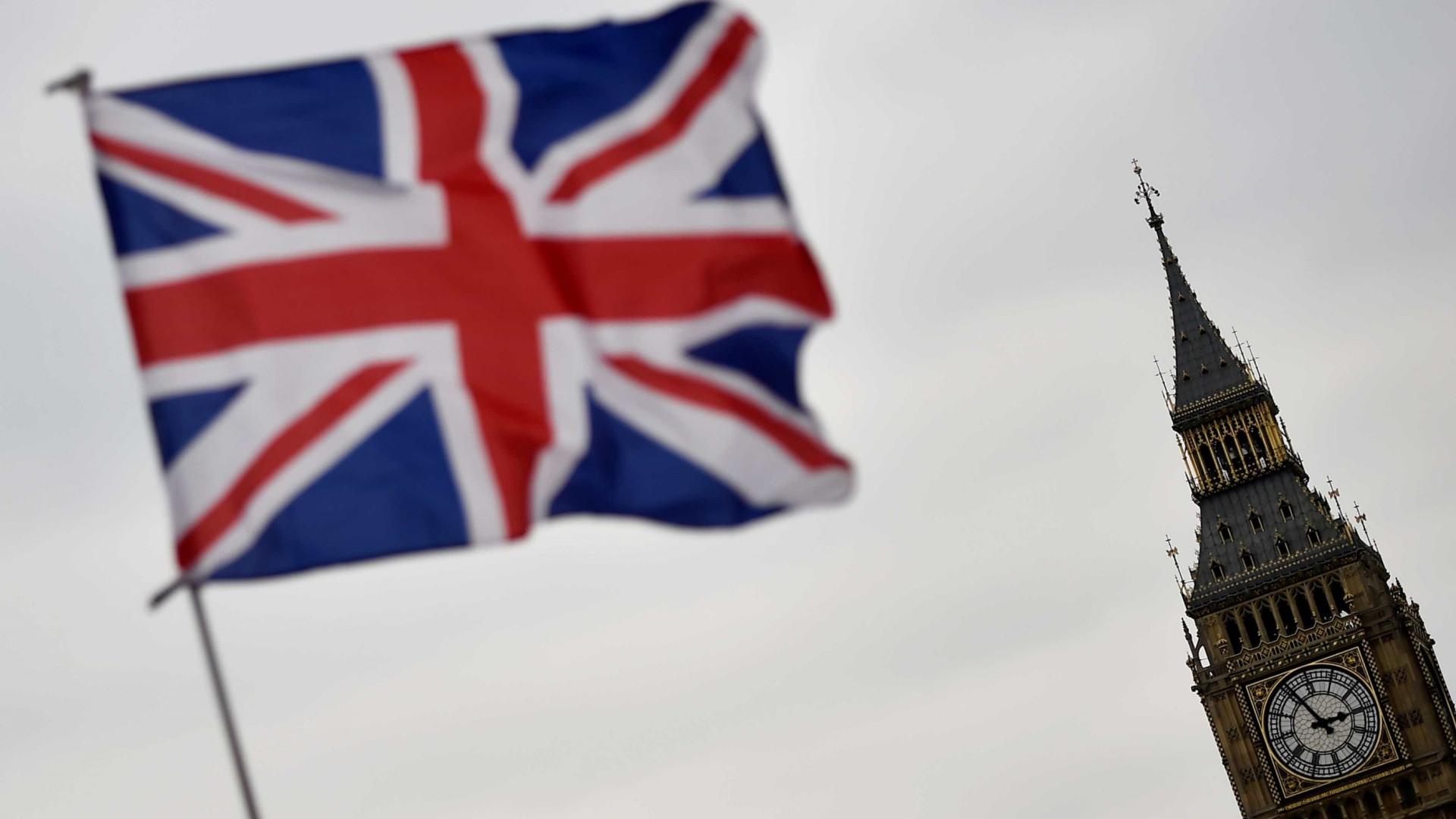Reino Unido quer que imigrantes não-europeus paguem mais pela saúde