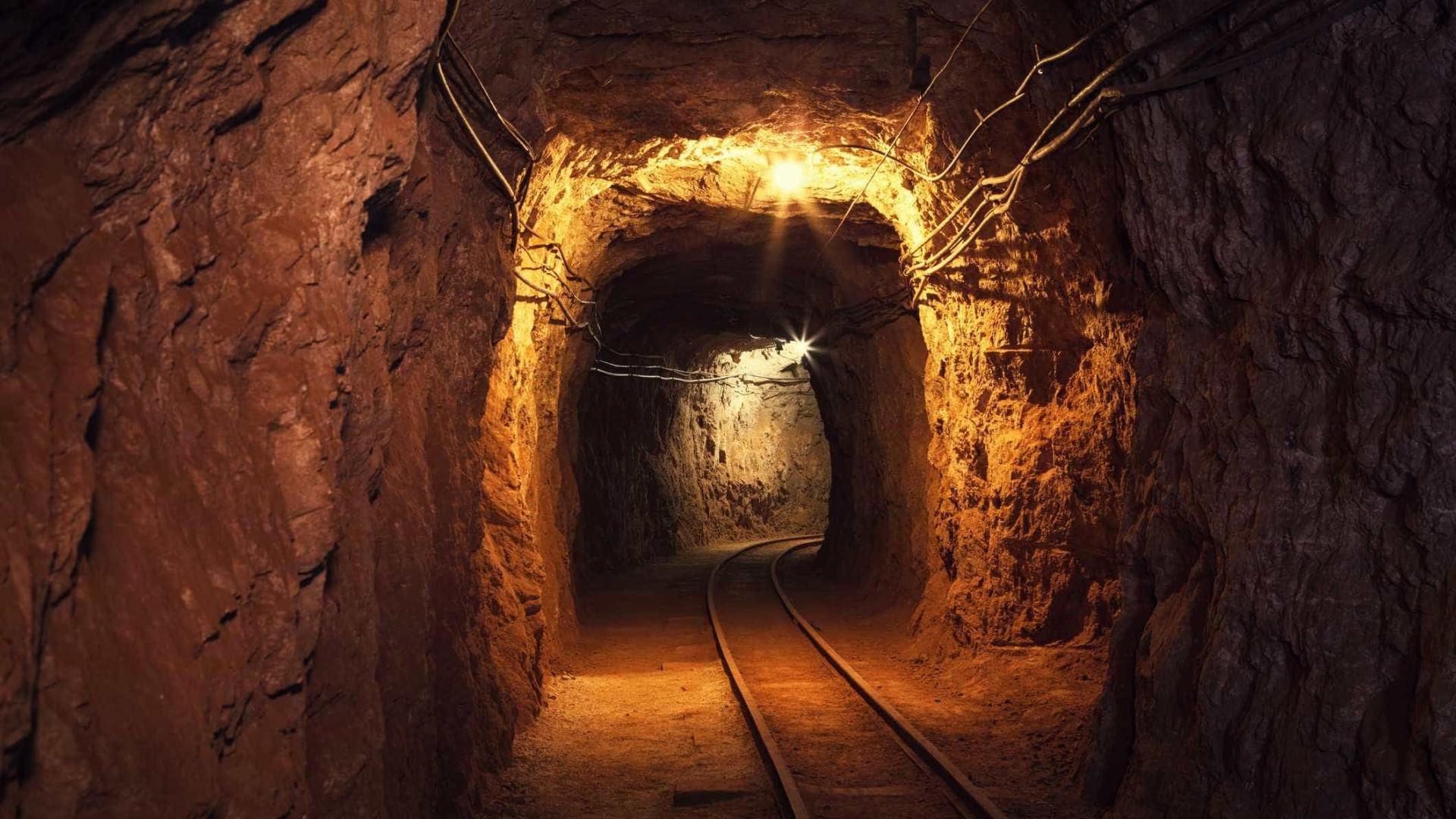 Acidente em mina deixa pelo menos cinco mortos na China