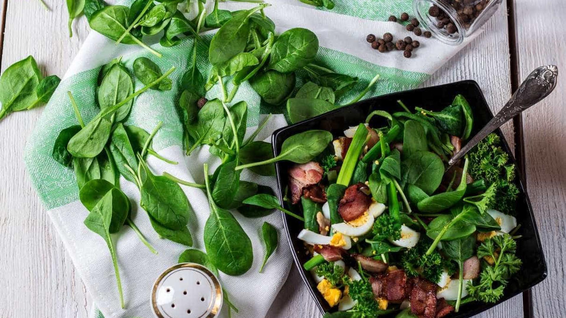 Comer espinafre 'para ficar mais forte'. Há benefícios além do ferro