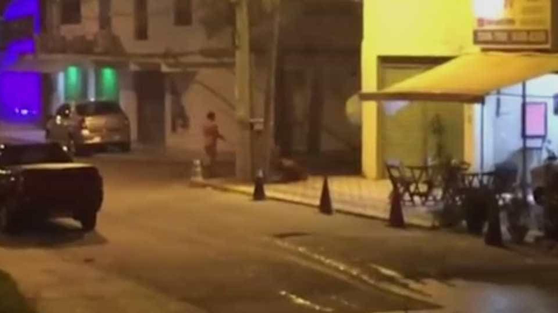 Homem espanca cão até a  morte no Recreio dos Bandeirantes