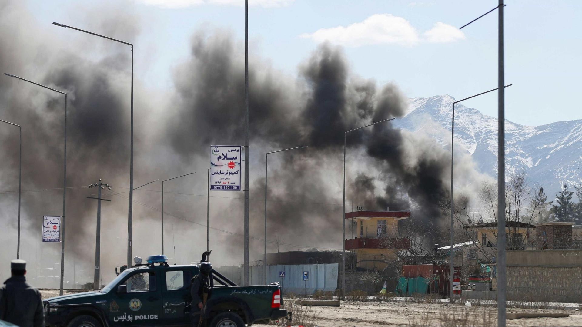 Explosão em comício deixa 14 mortos e 32 feridos no Afeganistão