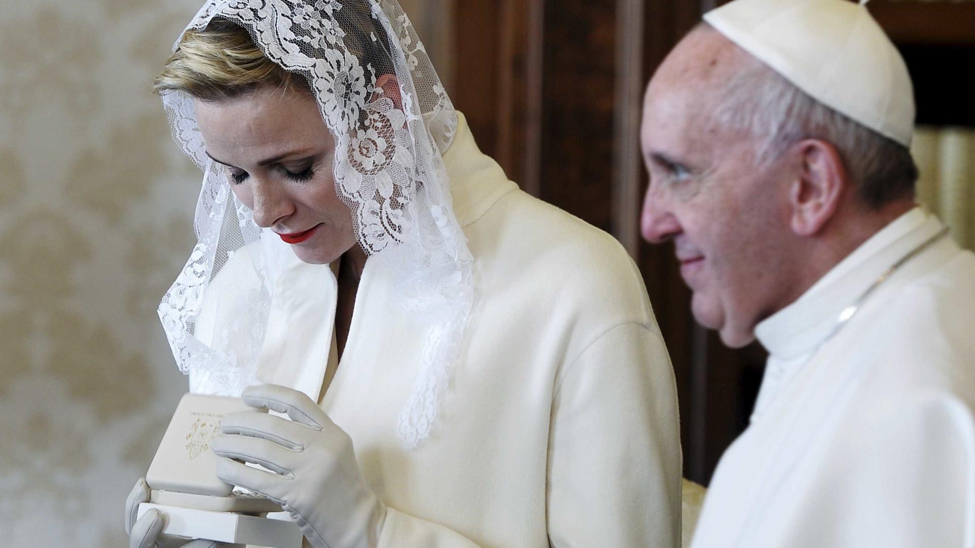 Apenas 7 mulheres podem usar branco na presença do Papa; descubra