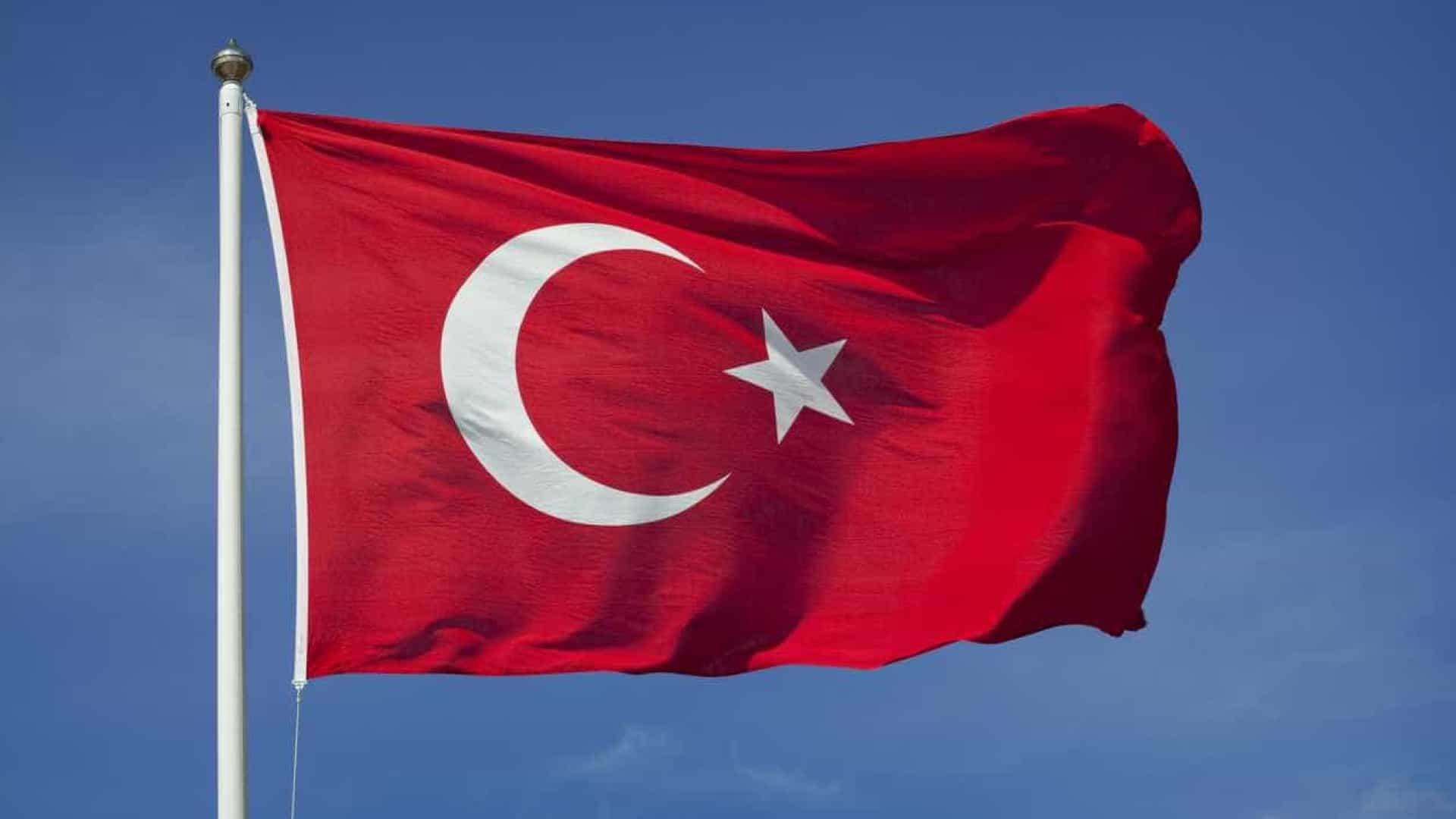 Confirmados quatro mortos no sismo que atingiu Turquia