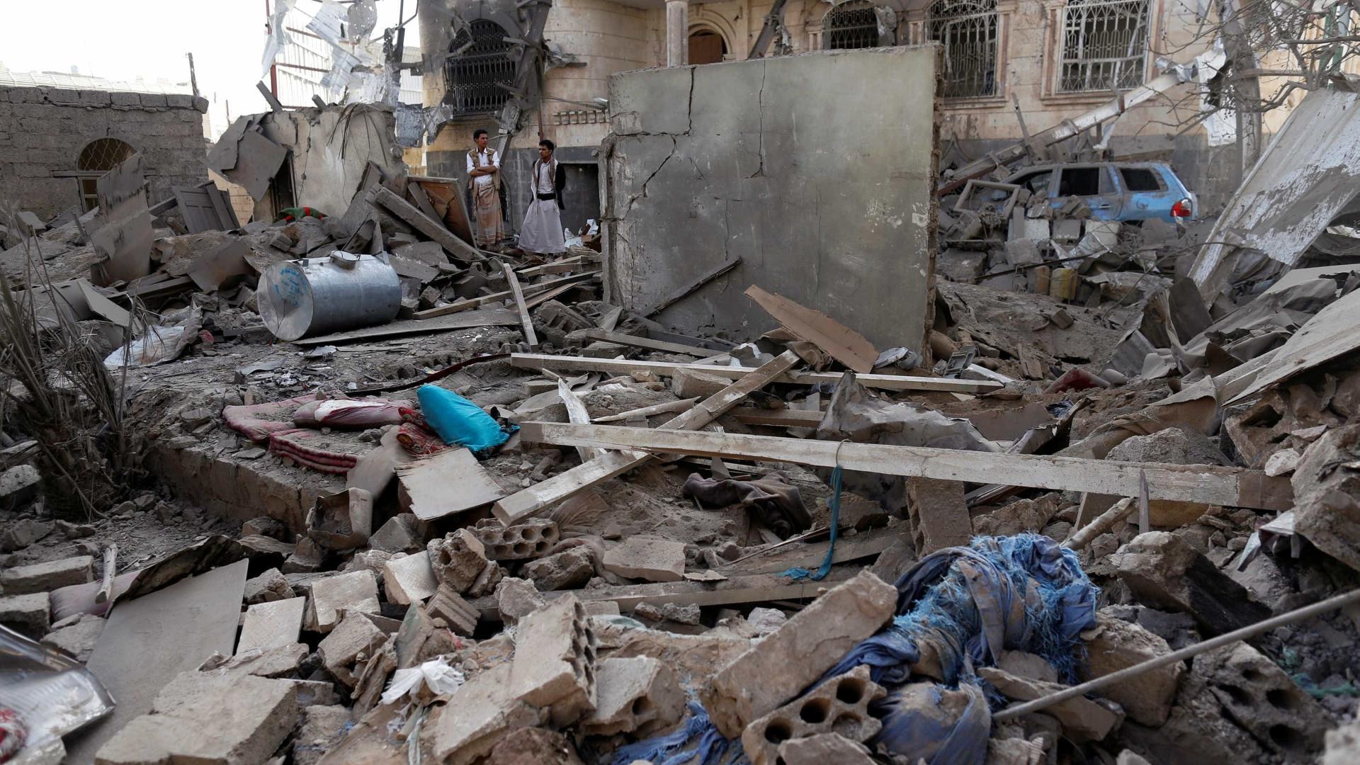 Ataques com míssil, drone e carro-bomba matam ao menos 32 no Iêmen