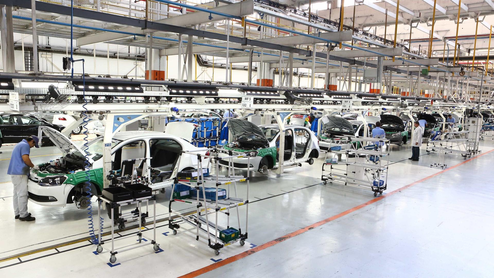 CNI aponta que produção aumentou e emprego ficou estável em março