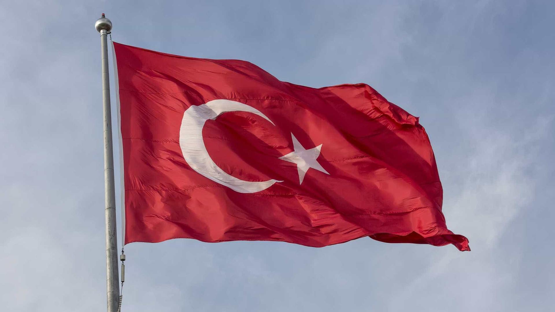 Explosão de bomba na Turquia mata 7 pessoas e fere outras 10