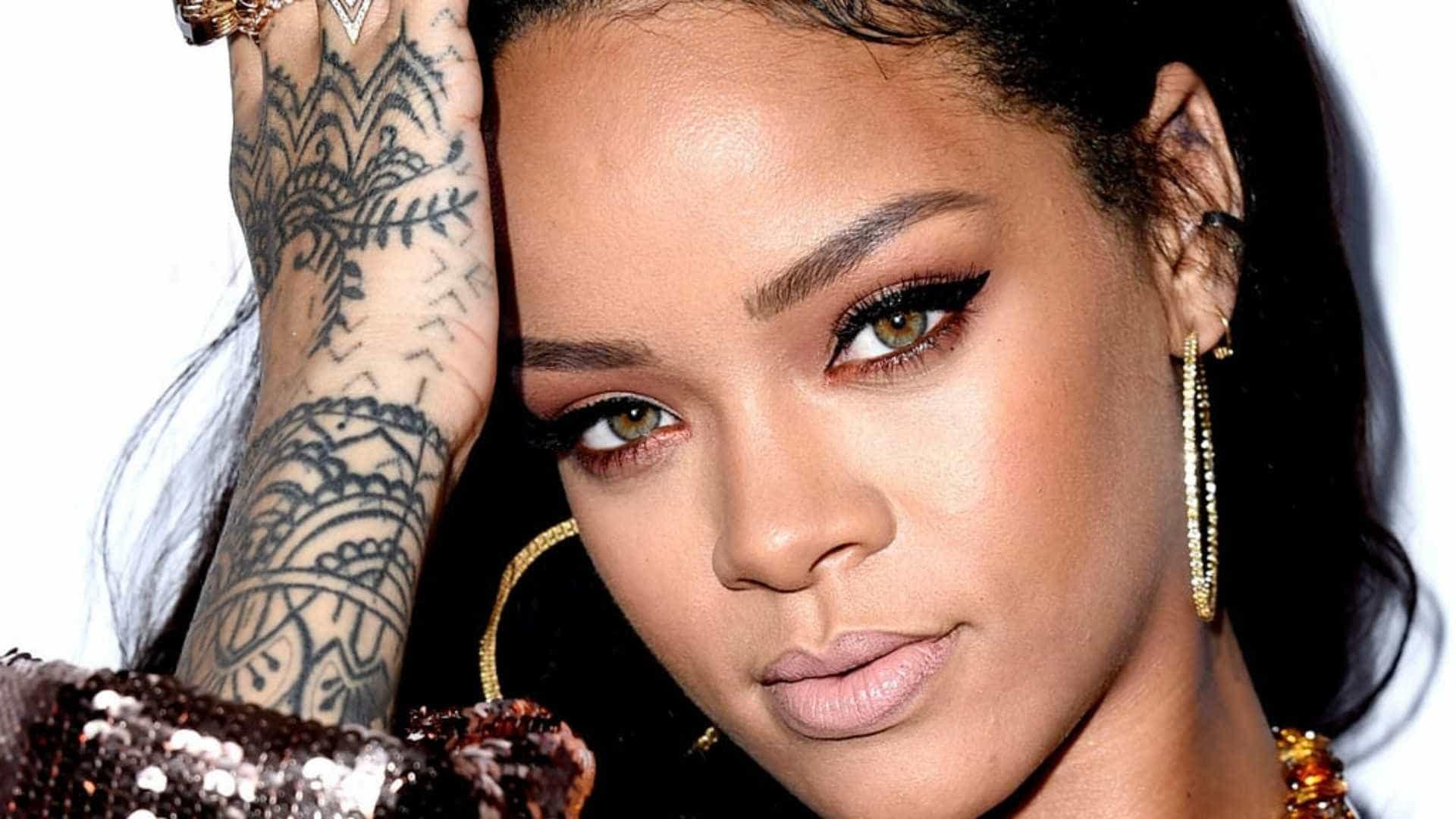 Azul é a cor mais quente! Rihanna adere ao tom no cabelo