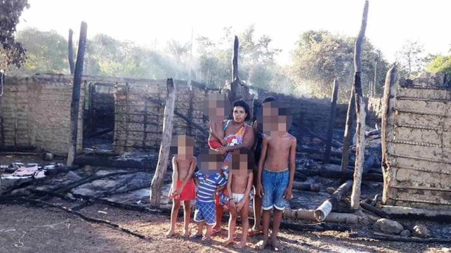 Viúva perde casa onde morava com  10 filhos e pais após incêndio