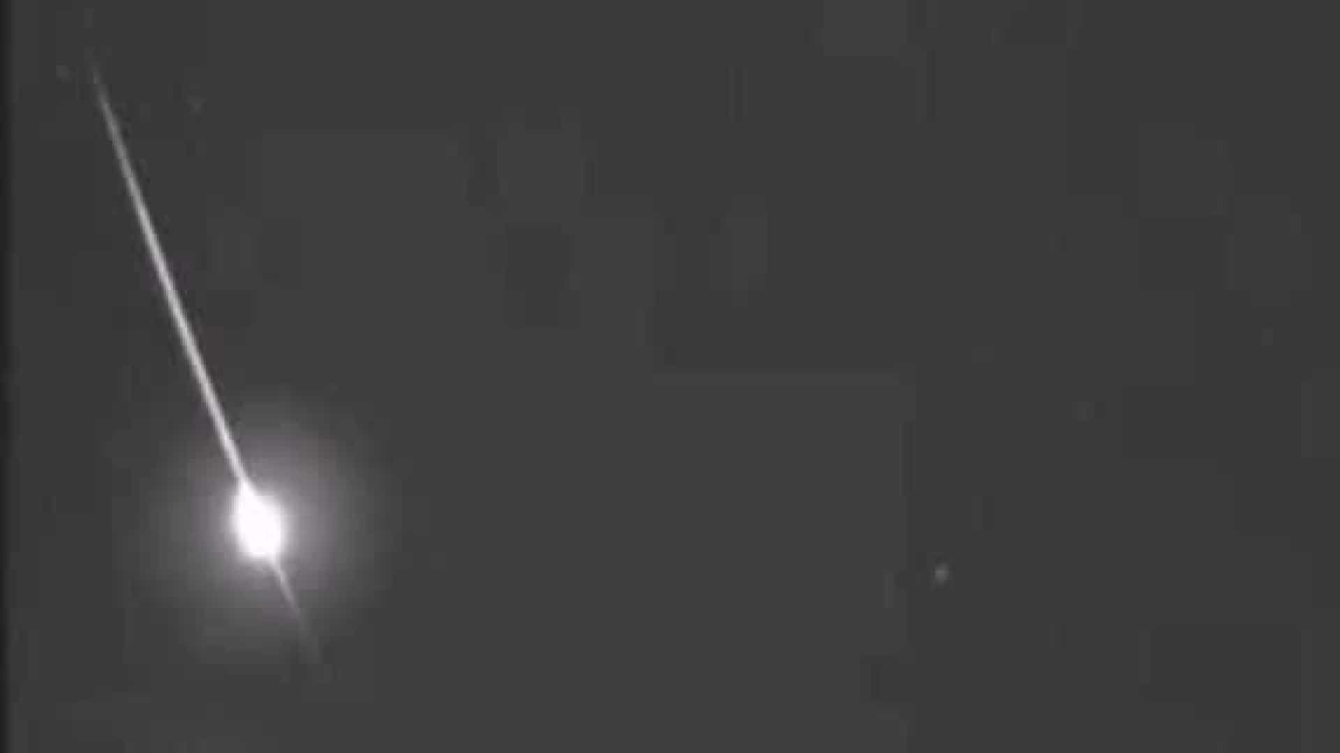 Vídeo impressionante flagra explosão de meteoro no Rio, assista