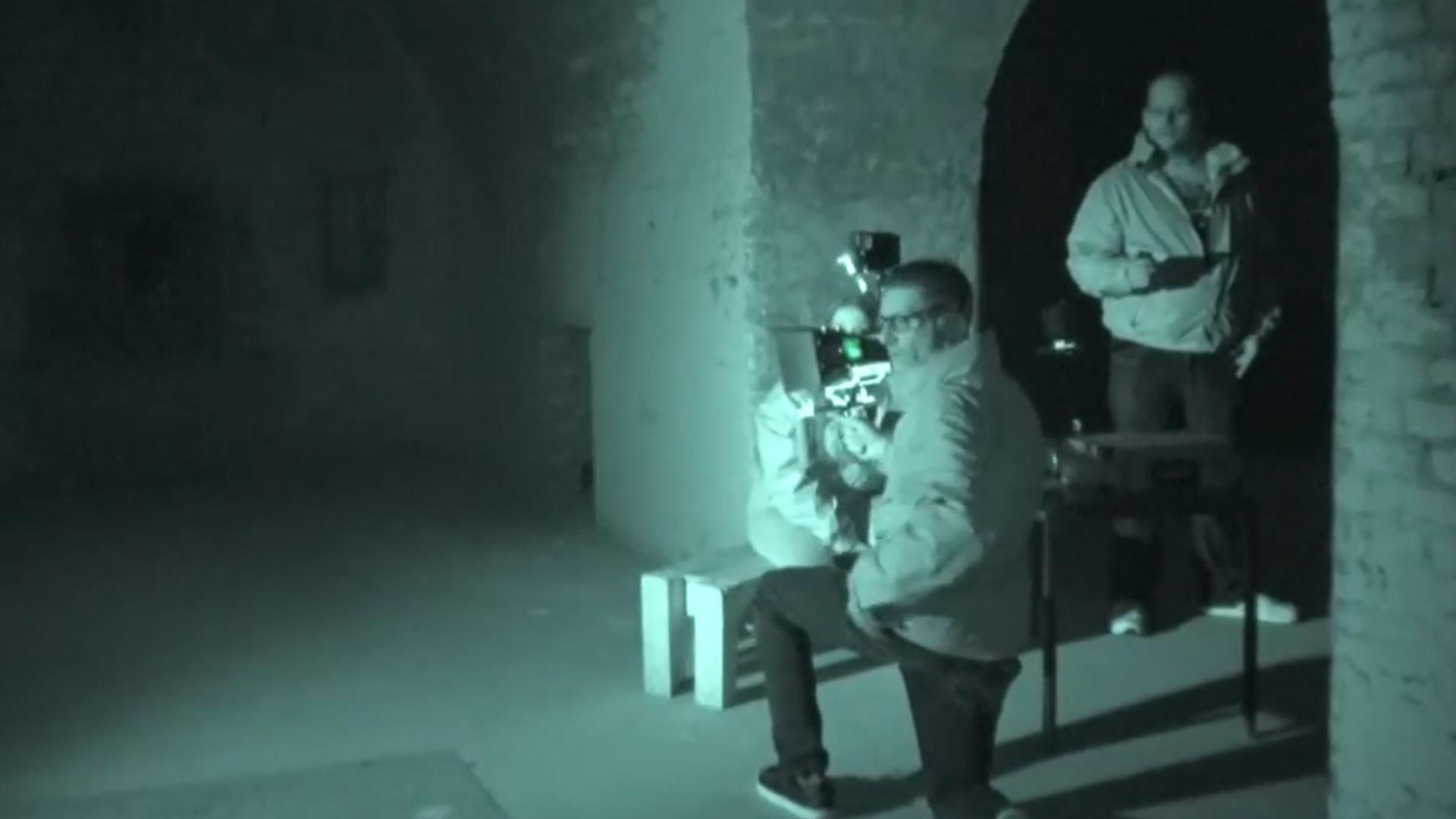 Suposto 'fantasma' ataca cameraman durante gravação