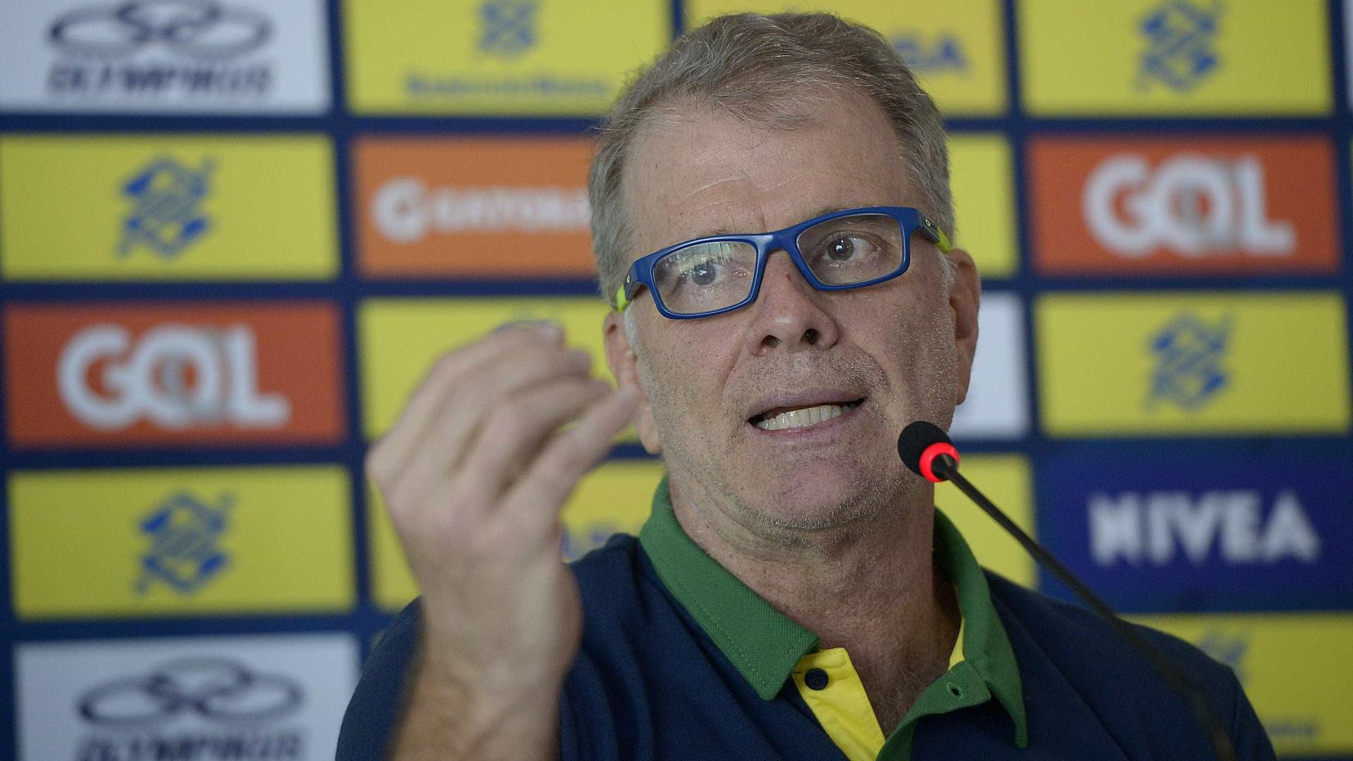 Com propostas do exterior, Bernardinho diz ser difícil deixar o Brasil