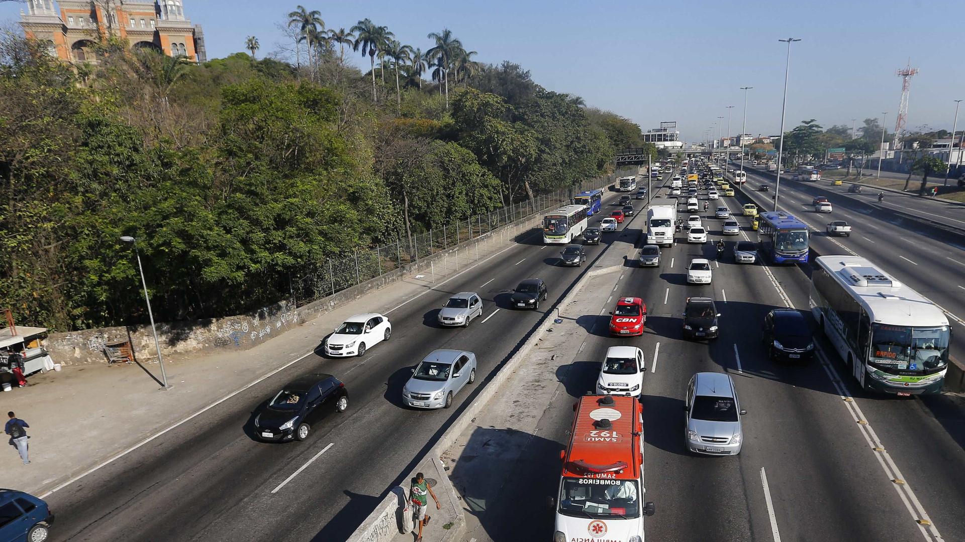 Intenso tiroteio e perseguição assustam motoristas na Avenida Brasil