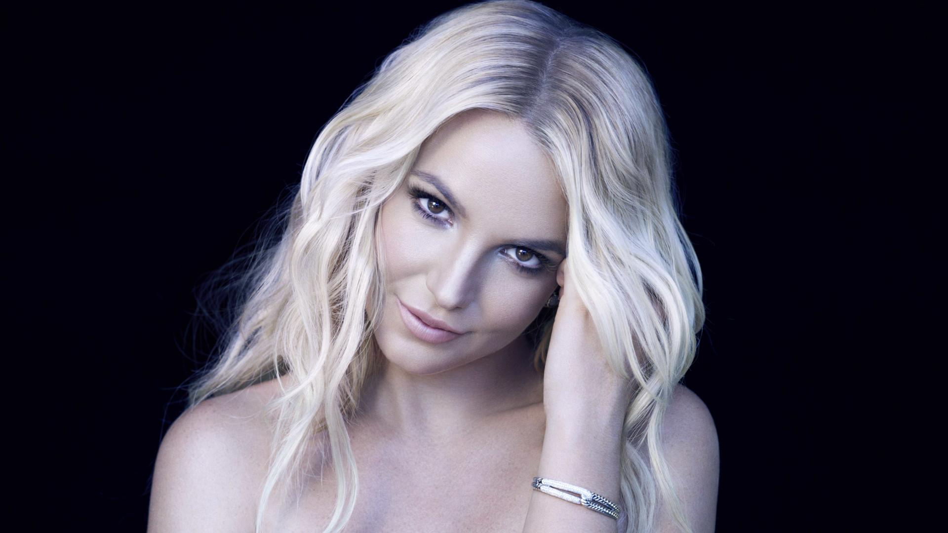Britney Spears comemora recorde na corrida e marca melhor que Bolt