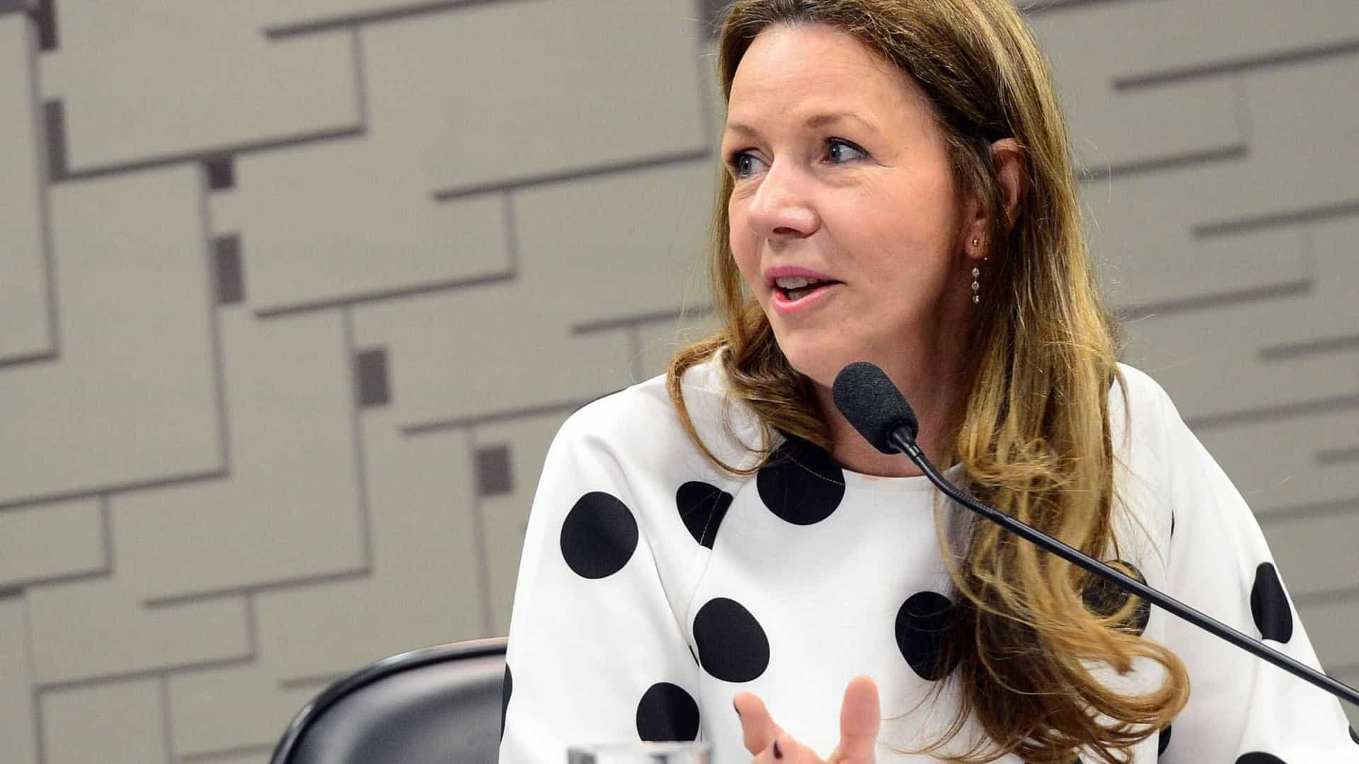 Juiz manda homem pagar R$ 15 mil em indenização por agredir ex-senadora