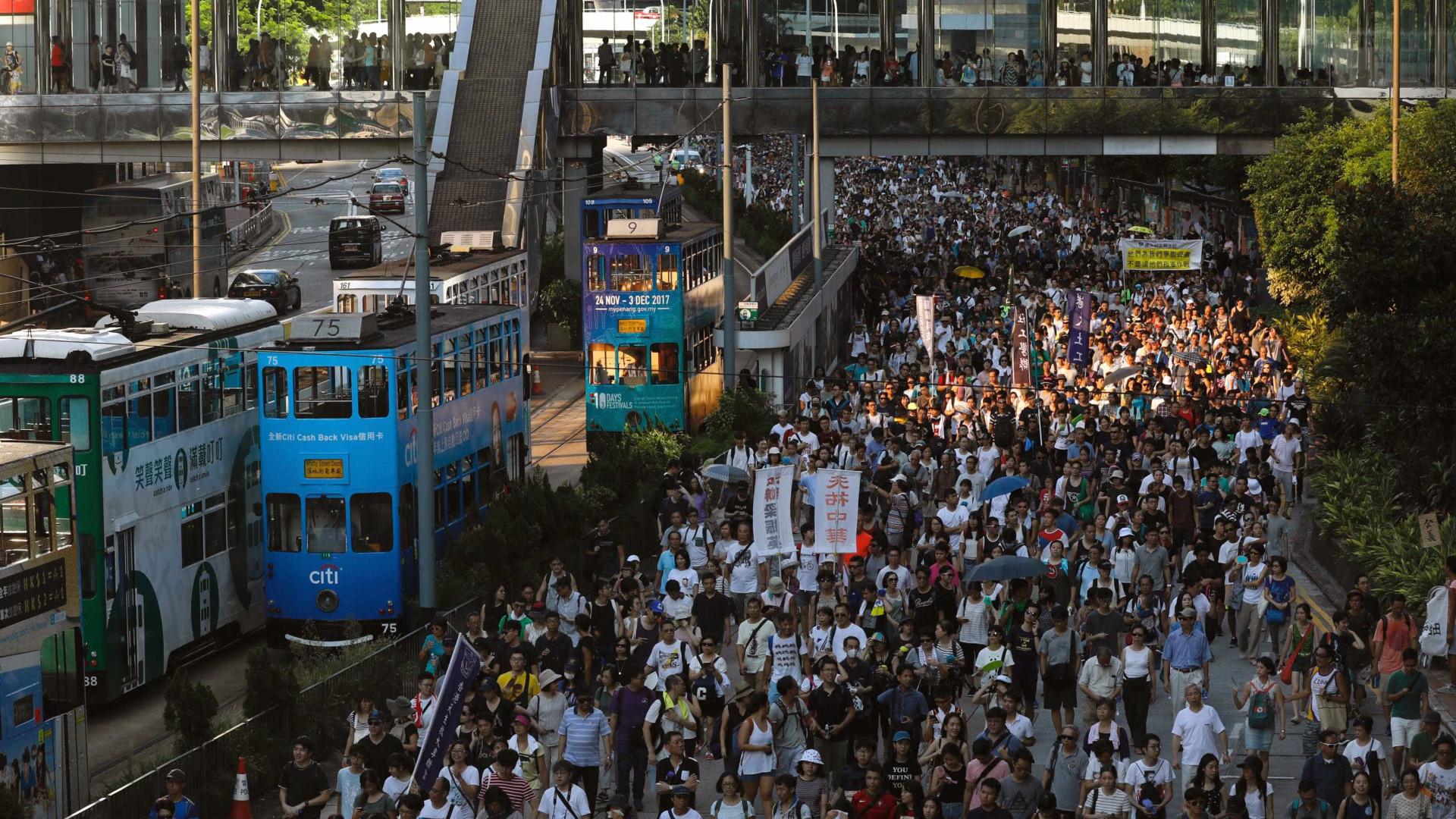 Manifestantes convocam greve geral em Hong Kong