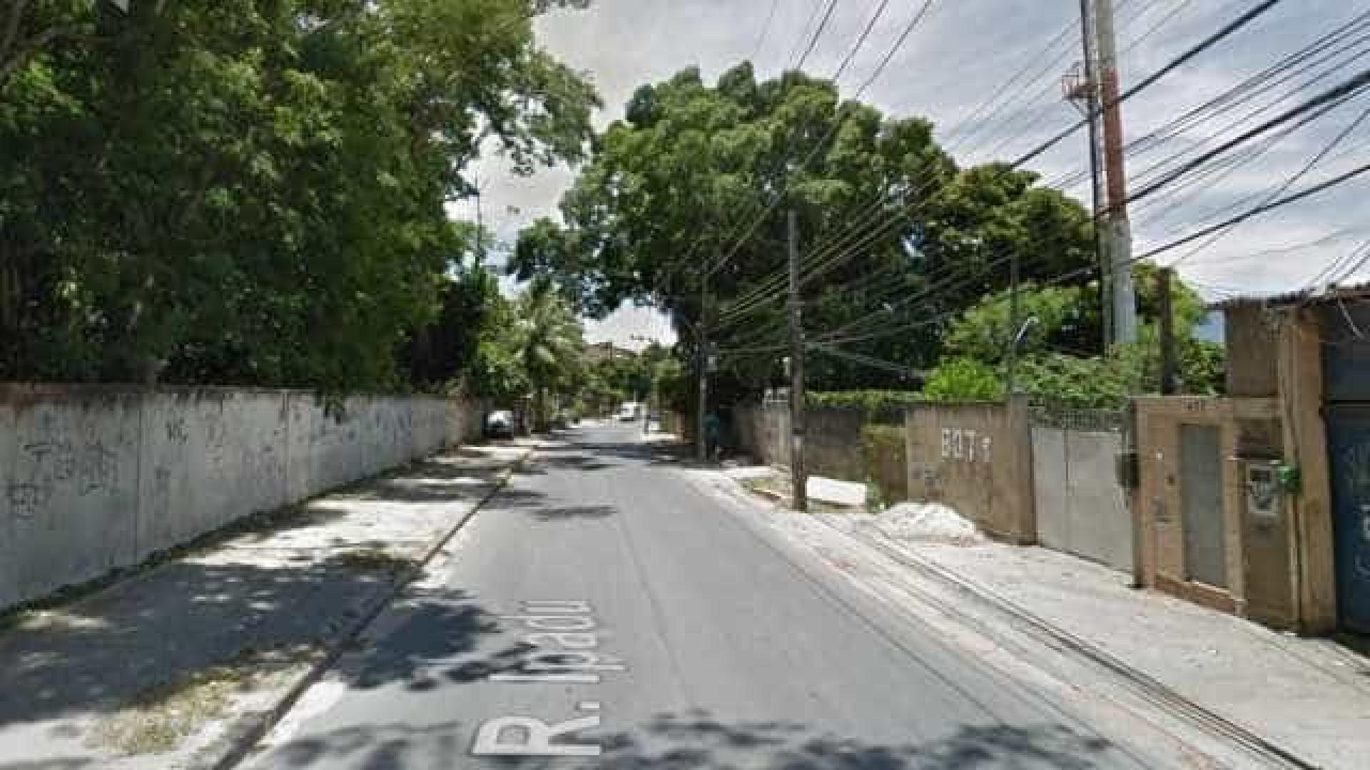 Bombeiro é morto a tiros na porta de casa na Zona Oeste do Rio