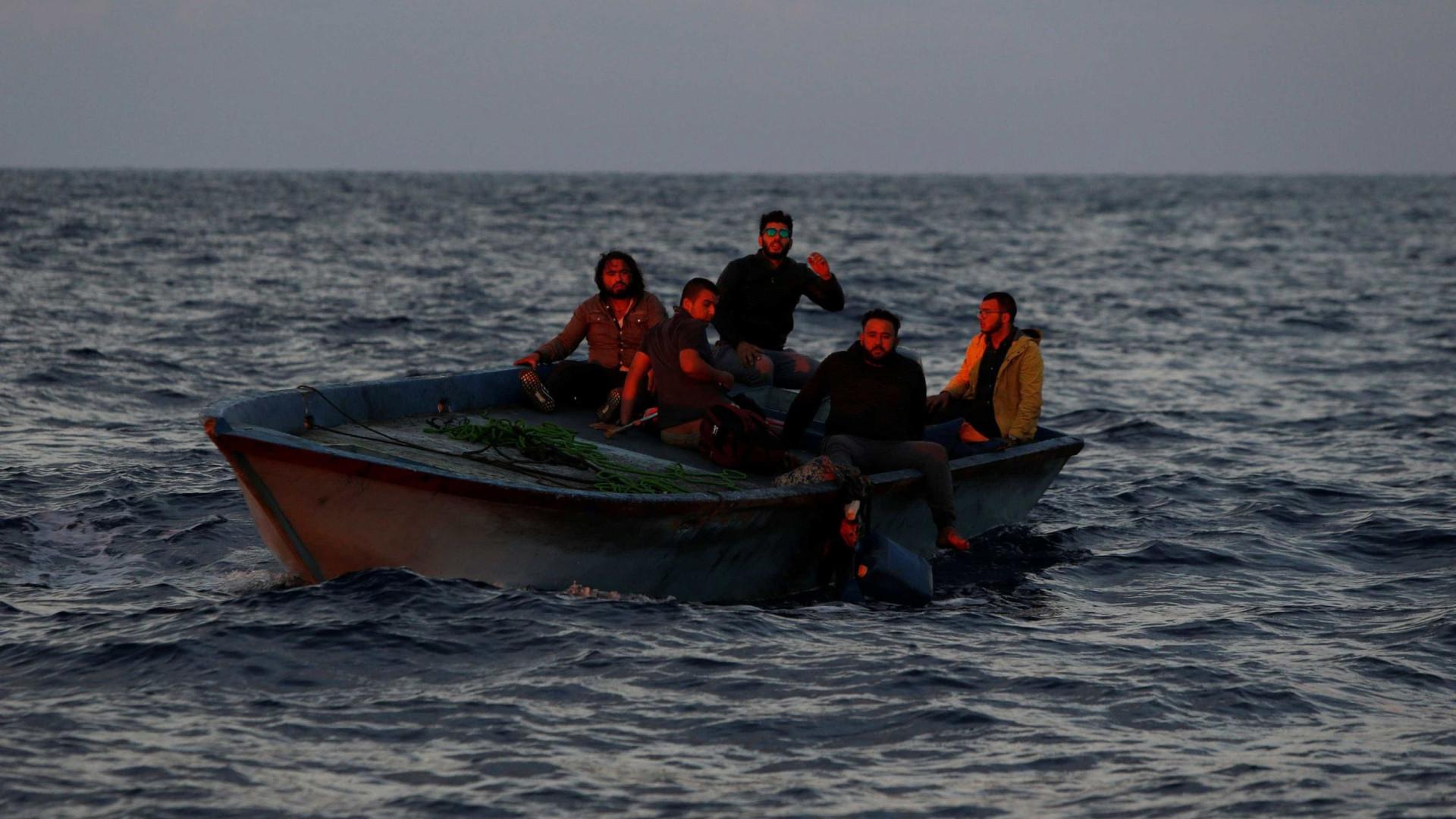 Autoridades resgatam 140 imigrantes na costa espanhola