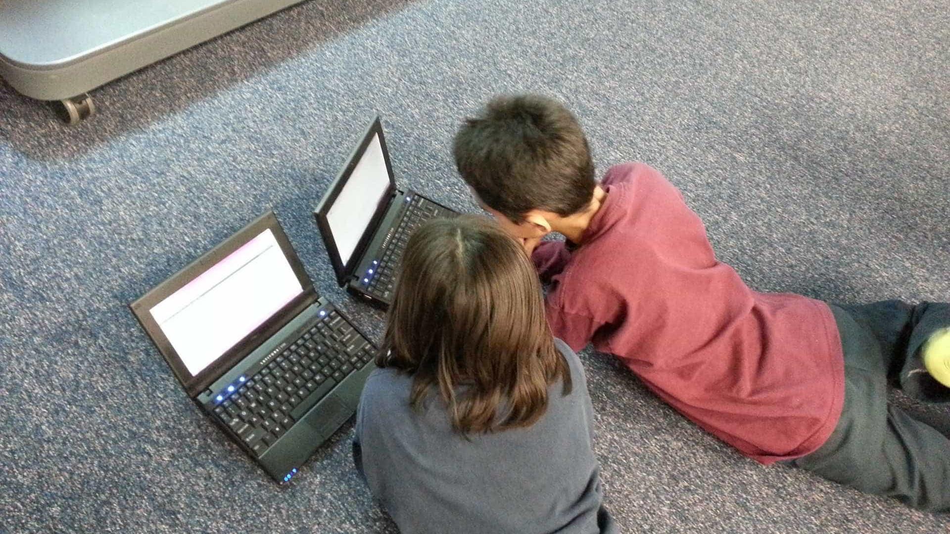 Criança x Internet: descubra o que seu filho procura quando está online
