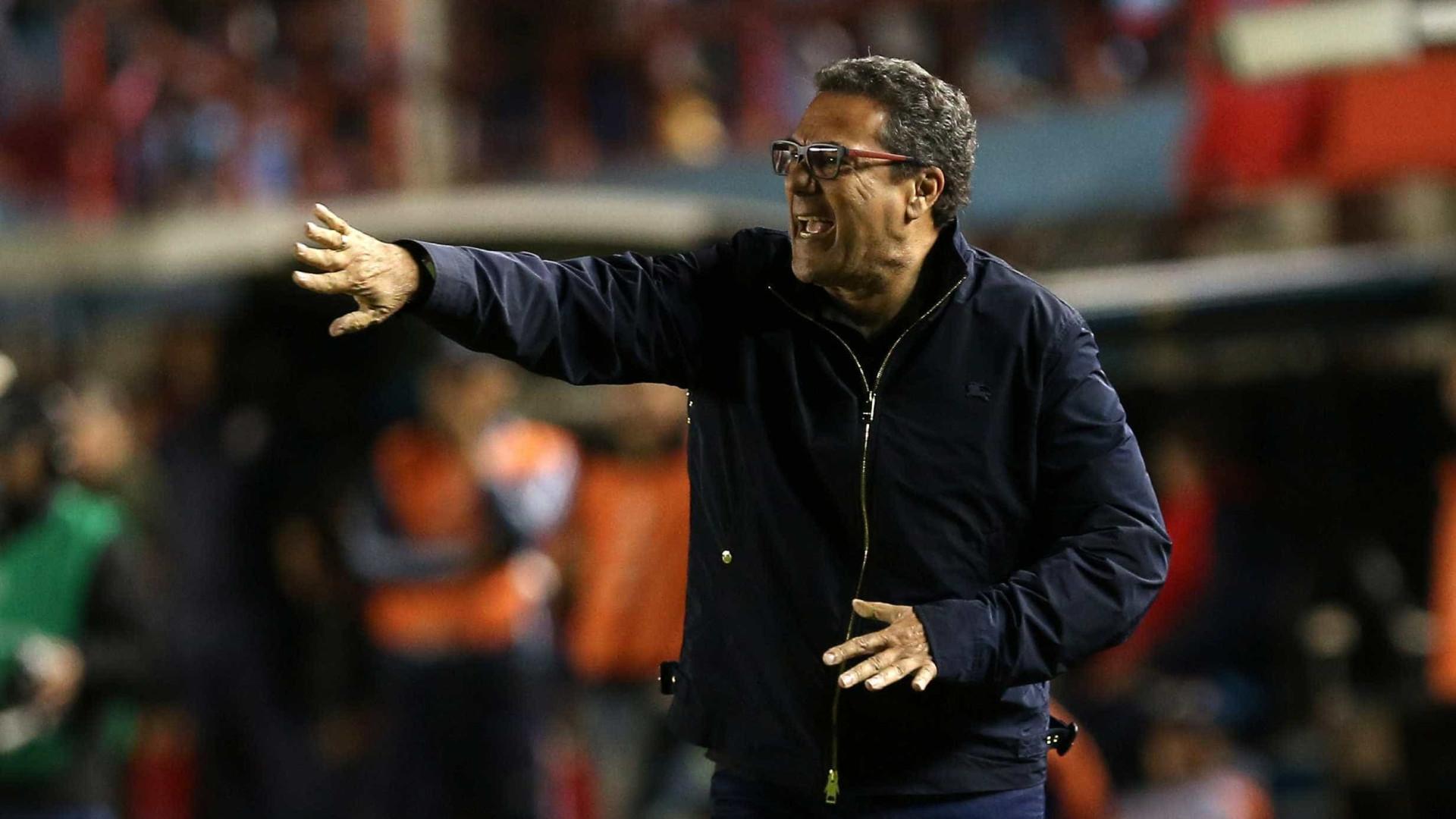 Luxemburgo reestreia no Palmeiras com teste na zaga e observação