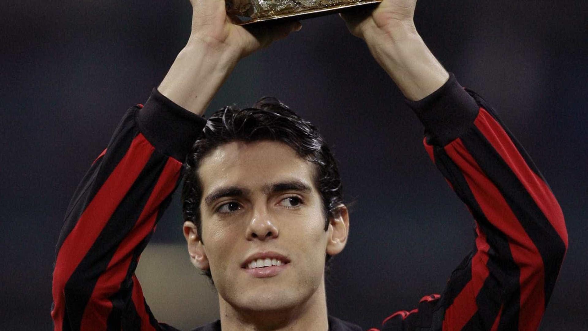 Kaká chega à Itália ainda sem saber a função que exercerá no Milan