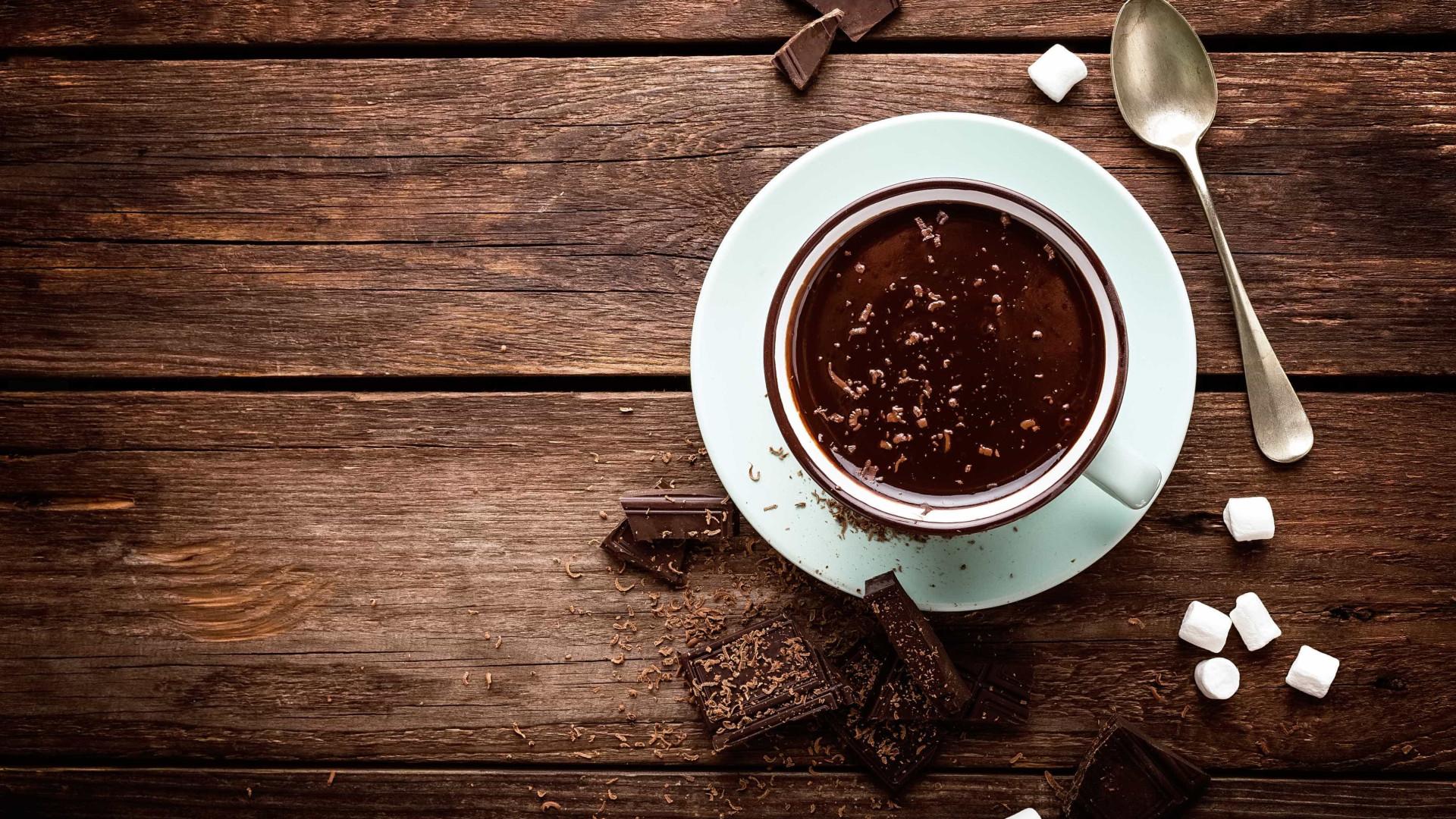 Mantenha-se saudável com esta receita de 'chocolate quente fit'